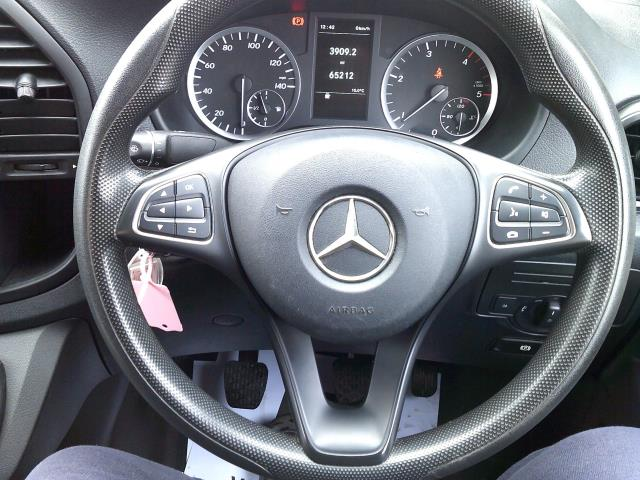 2017 Mercedes-Benz Vito 111Cdi Van (KN67UUH) Image 5