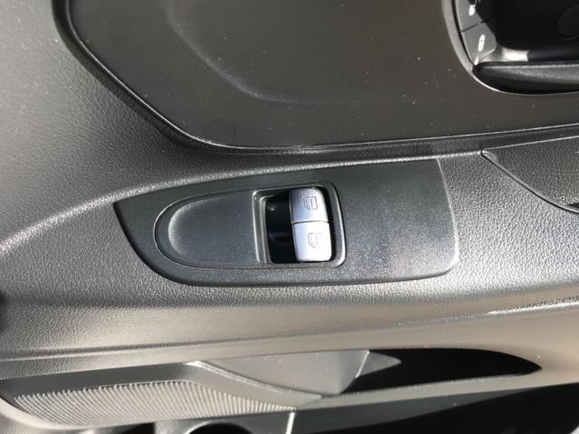 2017 Mercedes-Benz Vito 111Cdi Van LWB Euro 6 (KN67UVP) Image 19