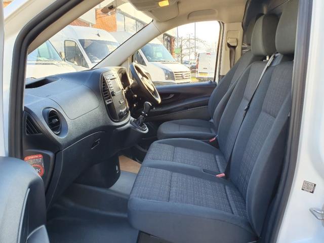 2017 Mercedes-Benz Vito 111Cdi Van (KN67UVS) Image 19
