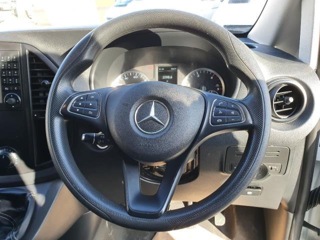 2017 Mercedes-Benz Vito 111Cdi Van (KN67UVS) Image 10