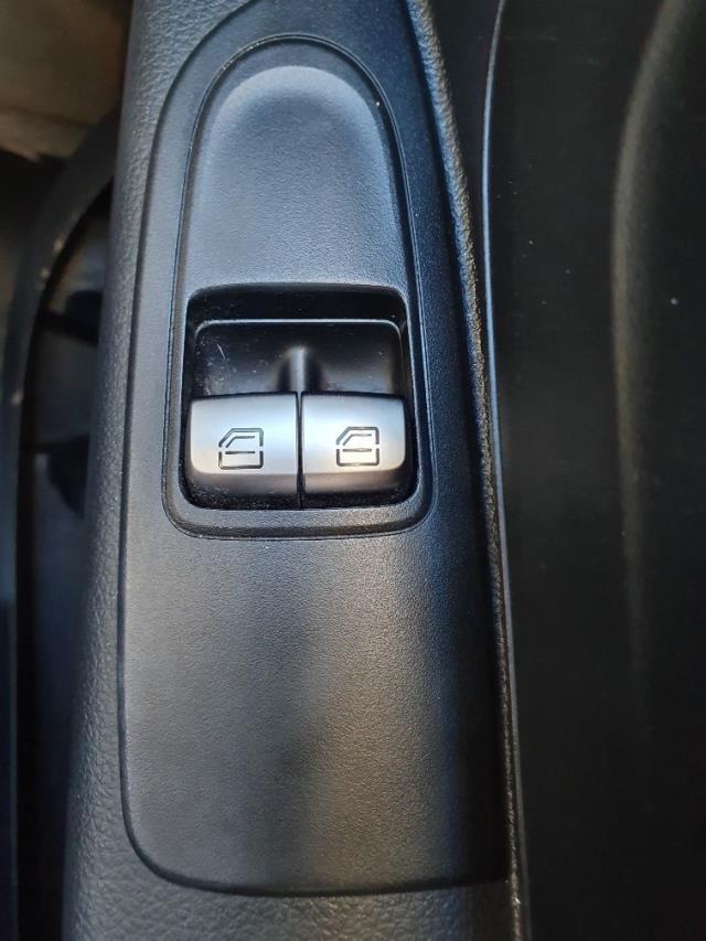 2017 Mercedes-Benz Vito 111Cdi Van (KN67UVS) Image 24