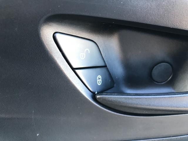 2017 Mercedes-Benz Vito 111CDI LWB 110PS EURO 6 (KN67UWP) Image 28