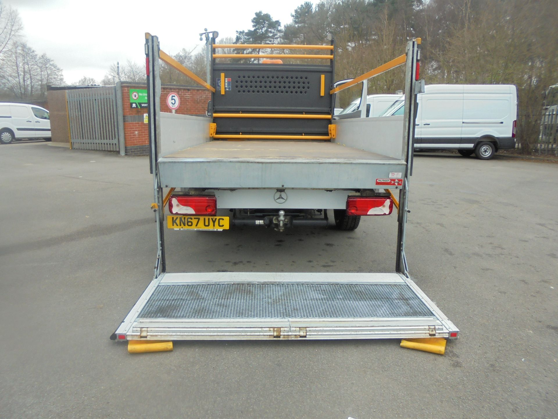 2017 Mercedes-Benz Sprinter 3.5T Single Cab Flatbed (KN67UYC) Image 17