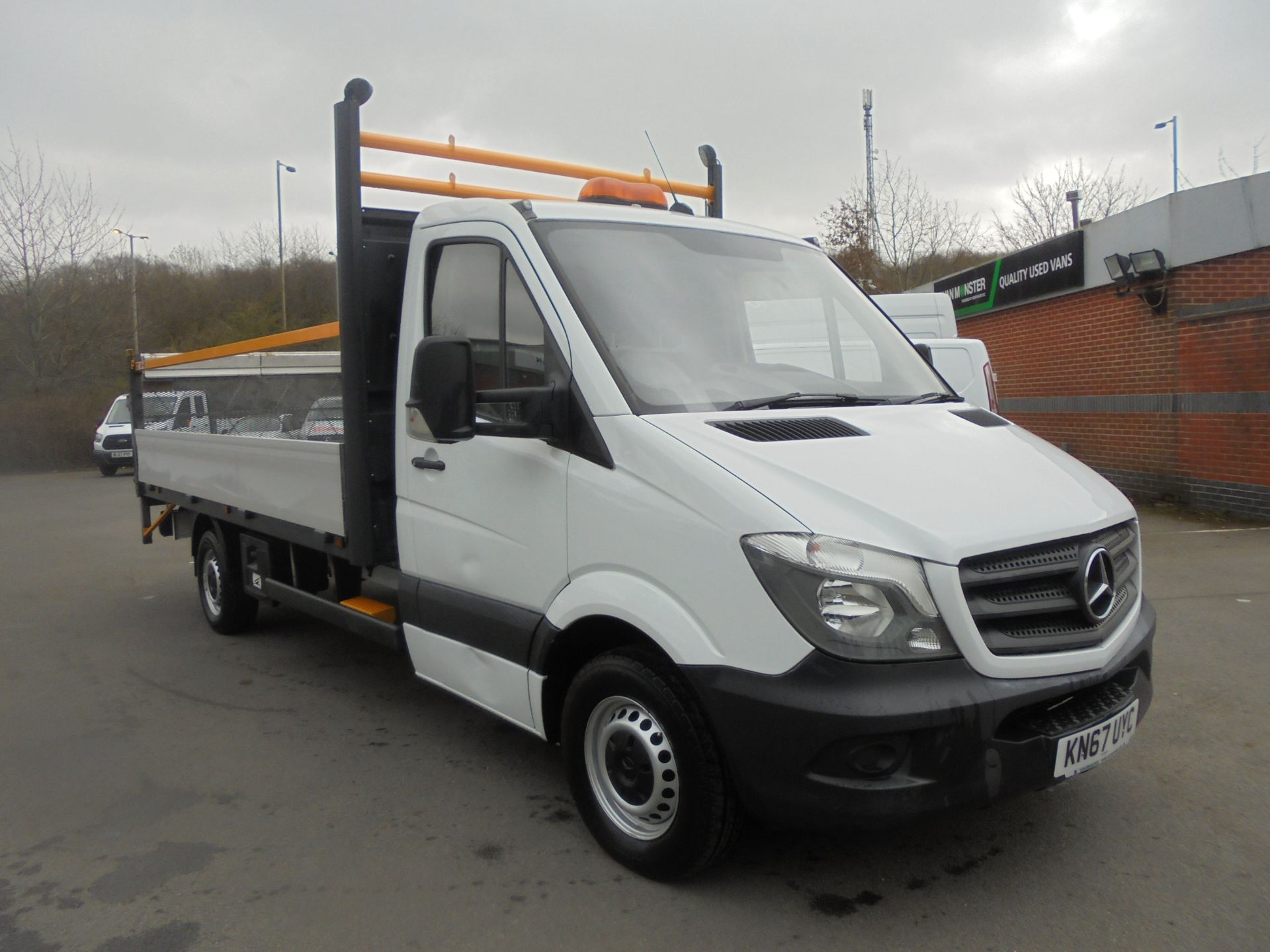 2017 Mercedes-Benz Sprinter 3.5T Single Cab Flatbed (KN67UYC) Image 1