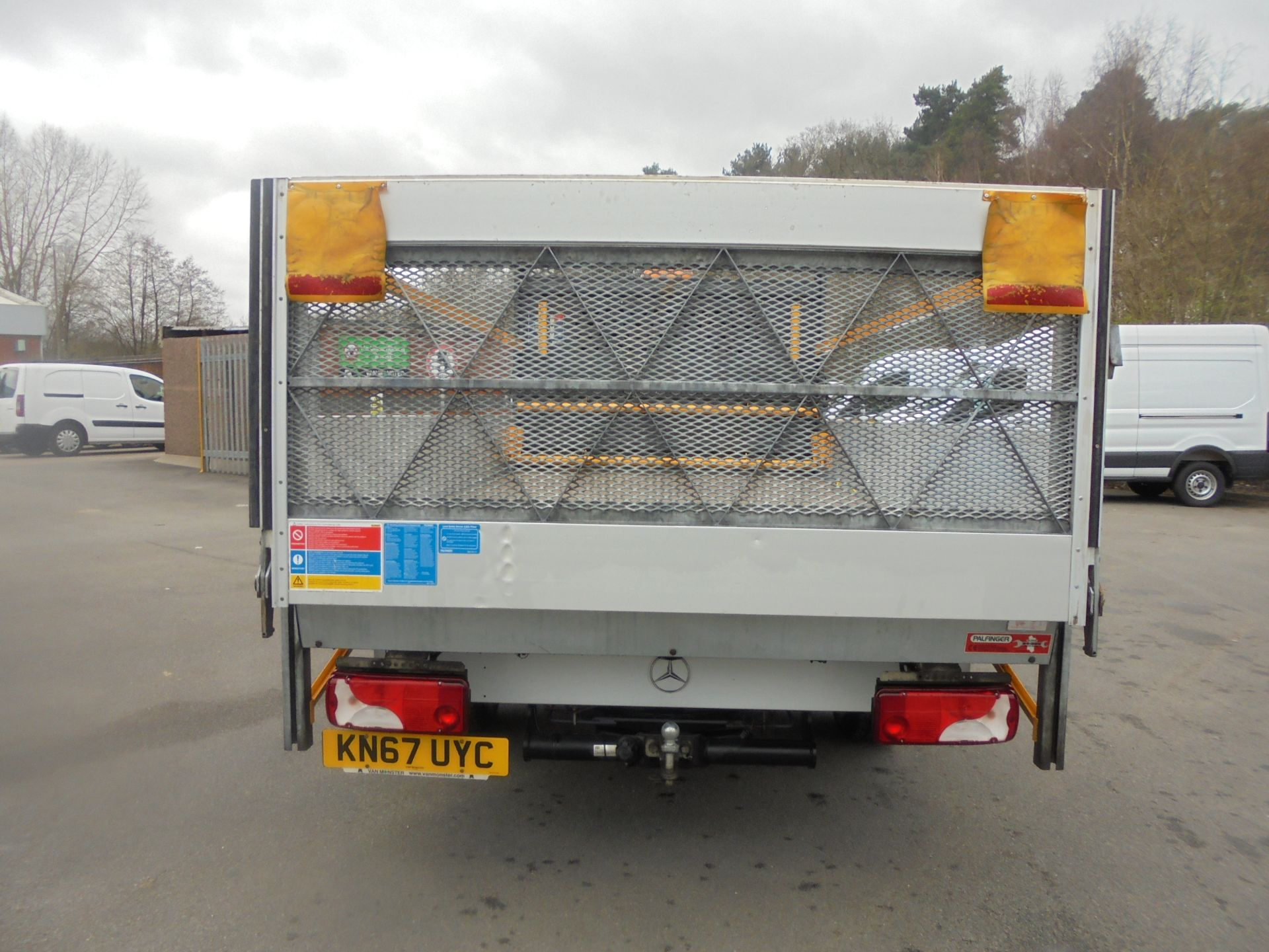 2017 Mercedes-Benz Sprinter 3.5T Single Cab Flatbed (KN67UYC) Image 7