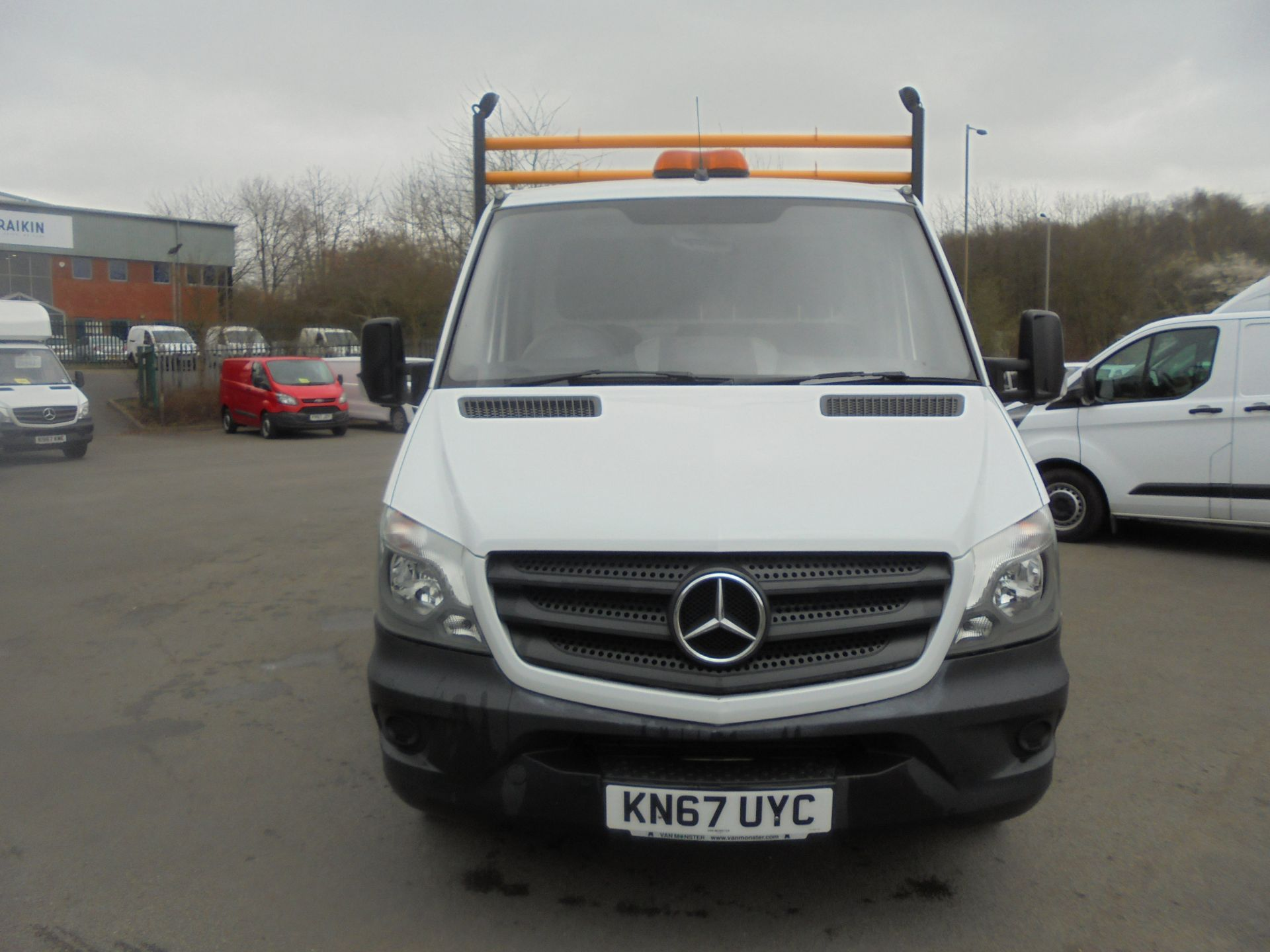 2017 Mercedes-Benz Sprinter 3.5T Single Cab Flatbed (KN67UYC) Image 2