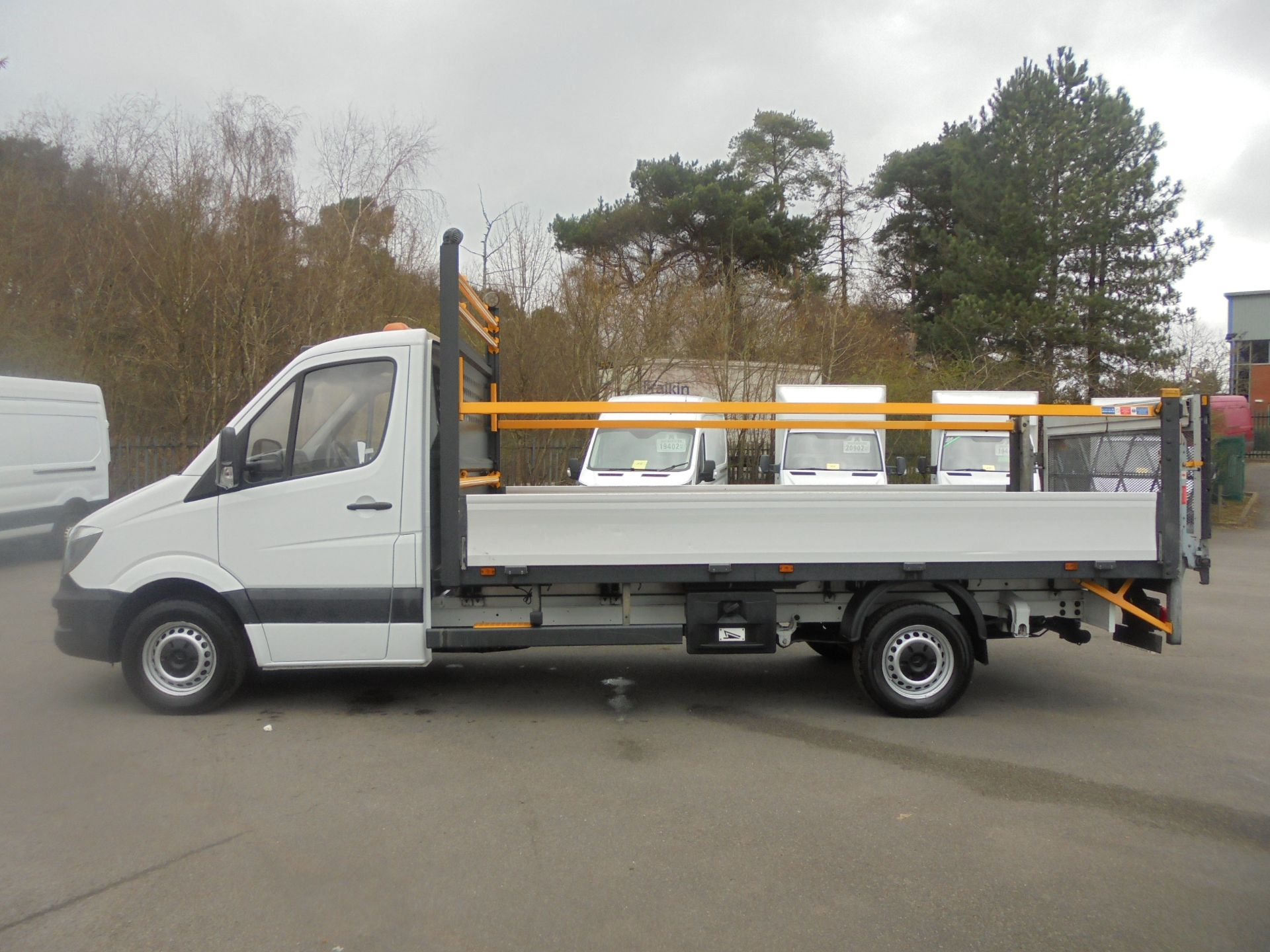 2017 Mercedes-Benz Sprinter 3.5T Single Cab Flatbed (KN67UYC) Image 4