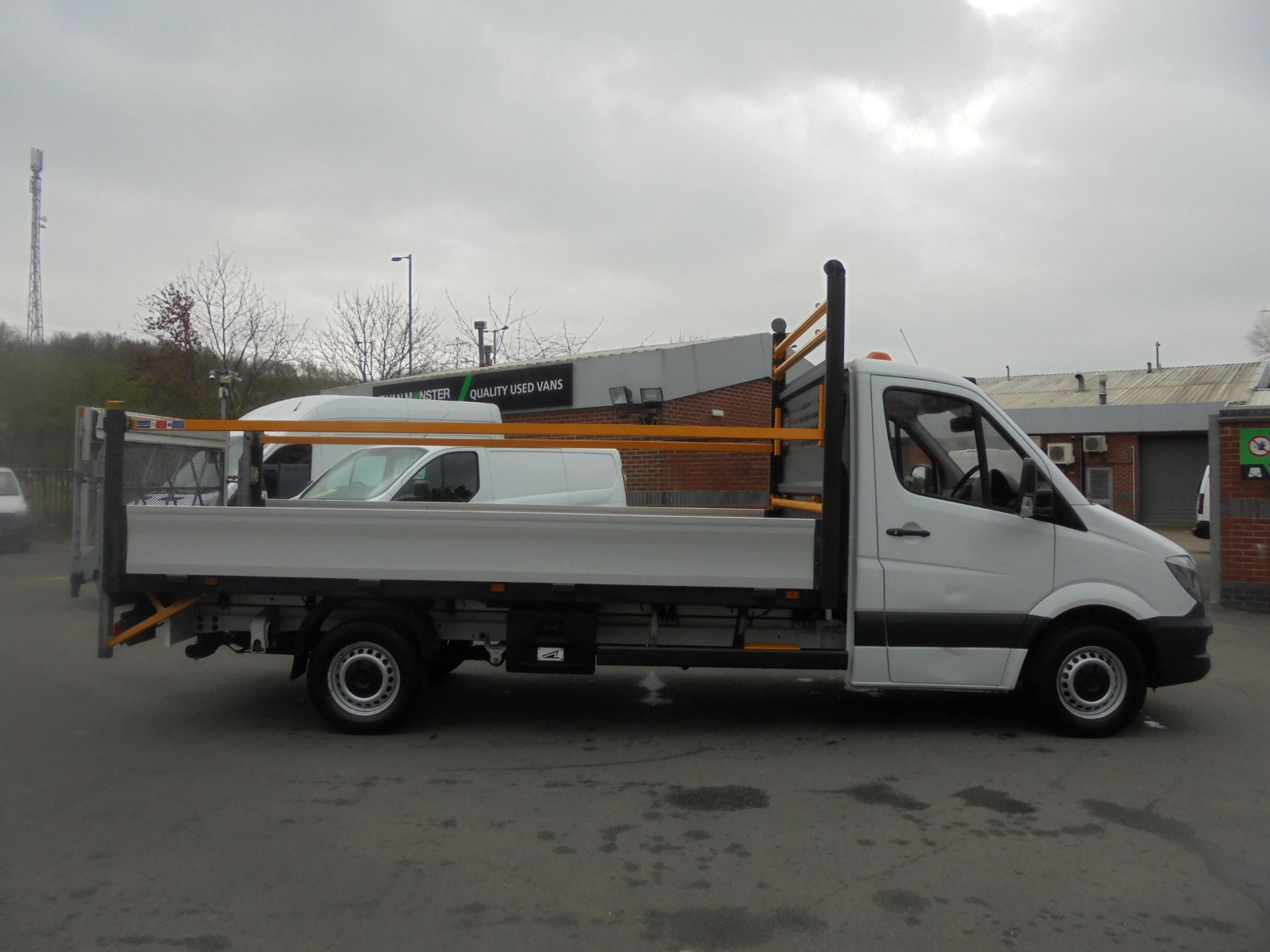 2017 Mercedes-Benz Sprinter 3.5T Single Cab Flatbed (KN67UYC) Image 8
