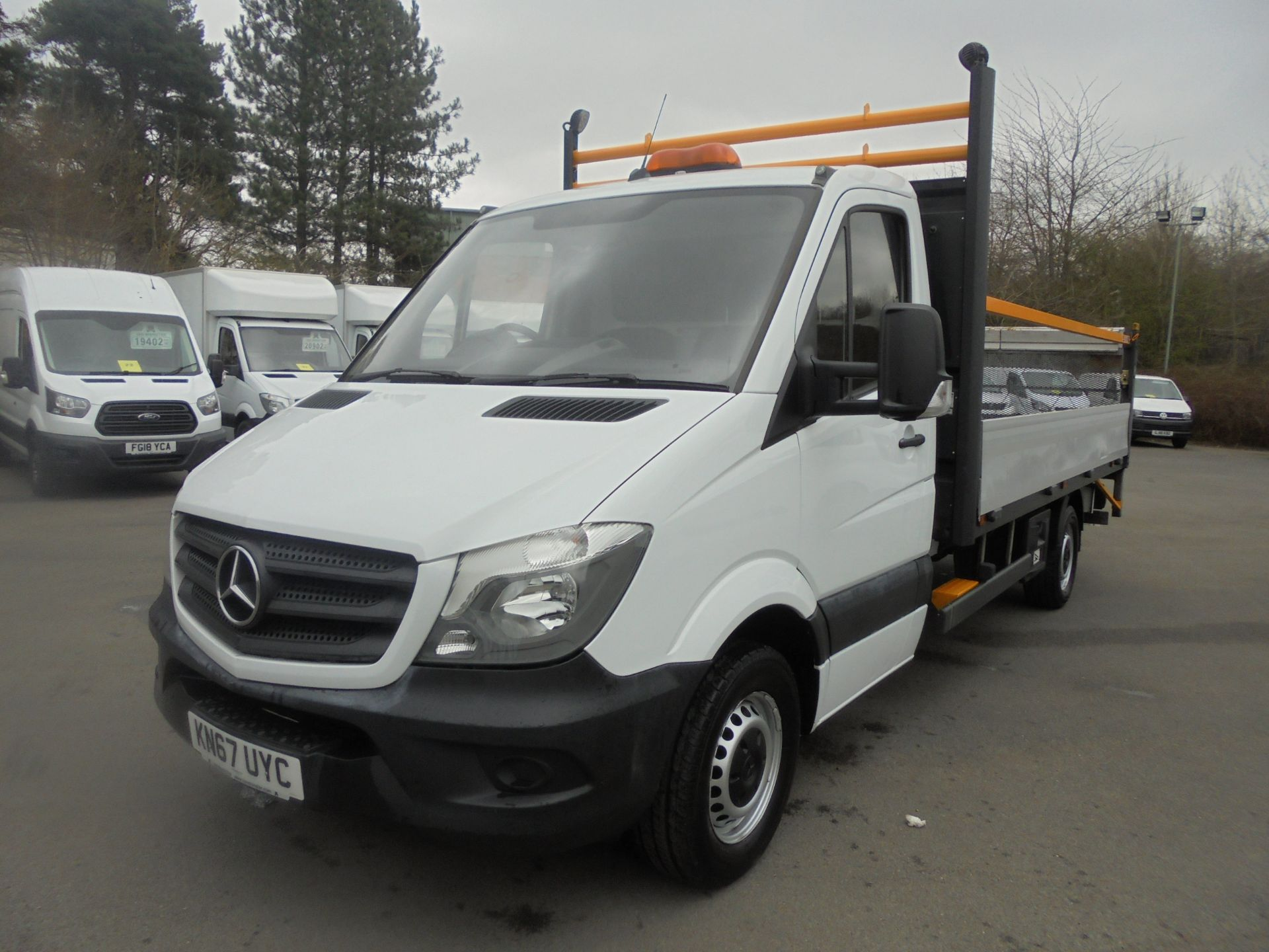 2017 Mercedes-Benz Sprinter 3.5T Single Cab Flatbed (KN67UYC) Image 3