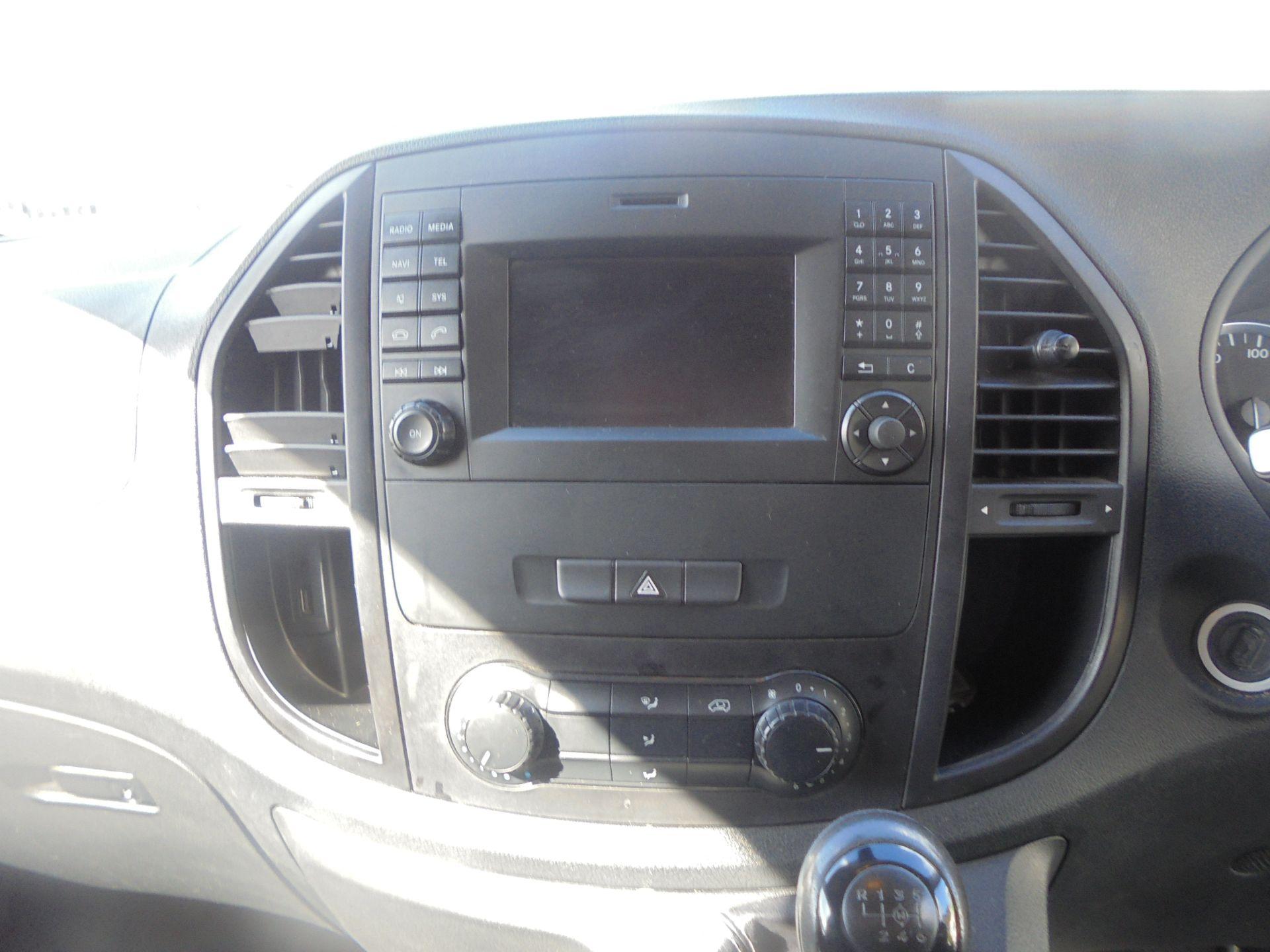 2017 Mercedes-Benz Vito 111Cdi Van (KN67UYW) Image 16