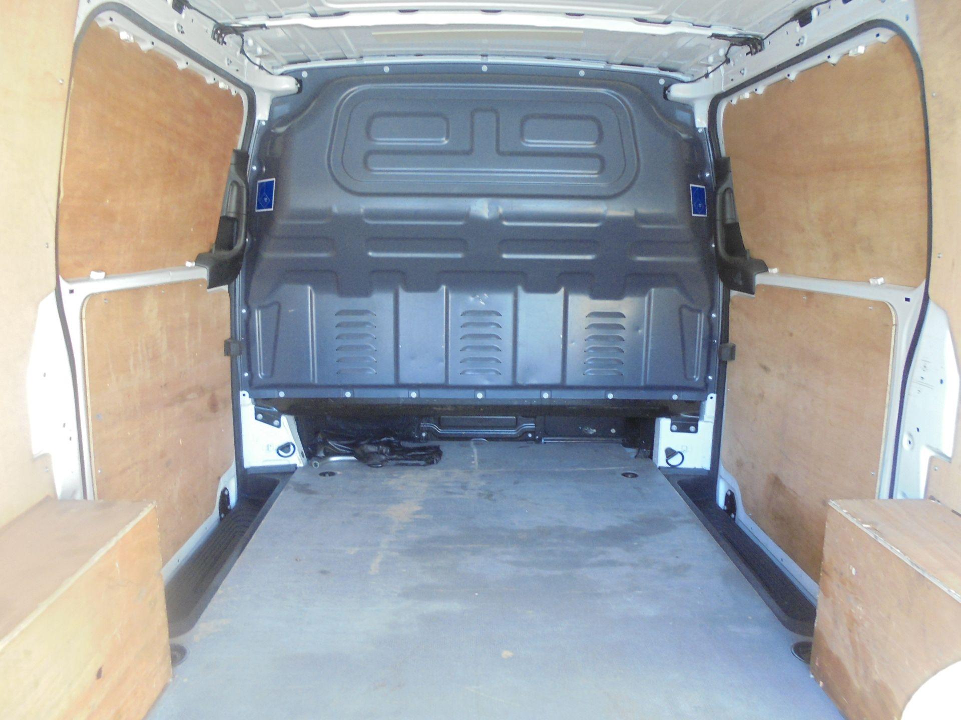 2017 Mercedes-Benz Vito 111Cdi Van (KN67UYW) Image 10