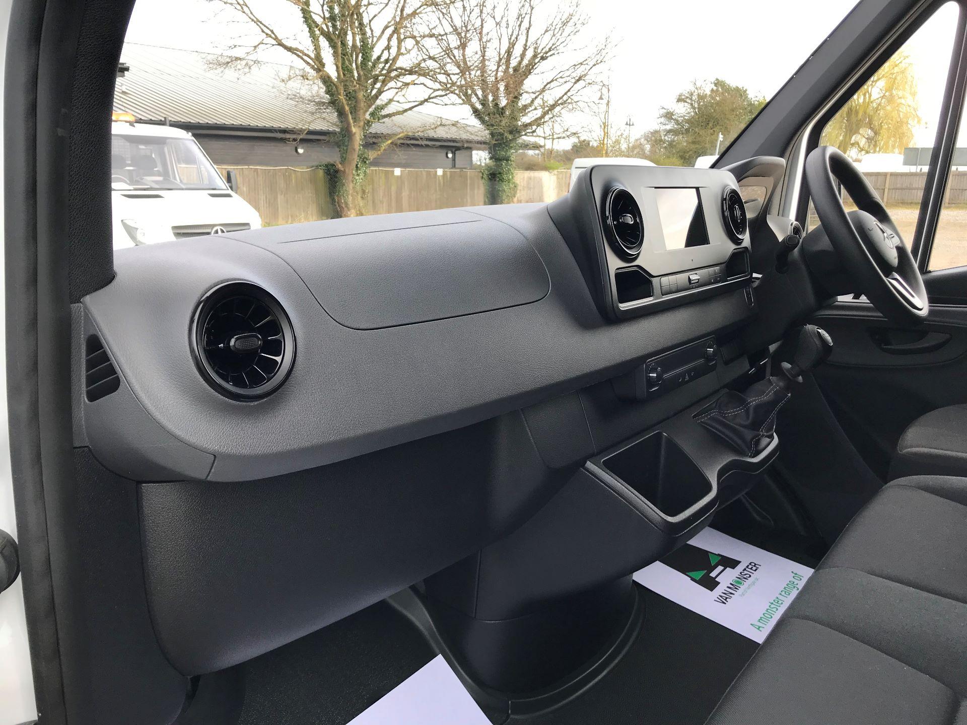 2019 Mercedes-Benz Sprinter 3.5T L2 H2 FWD Van (KO19AVV) Image 13