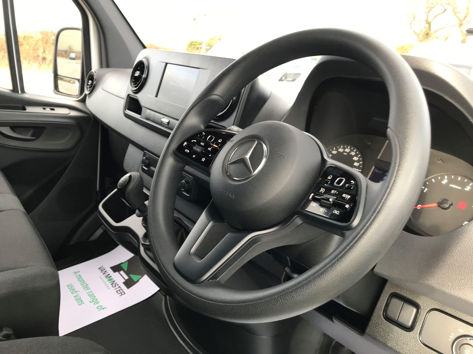 2019 Mercedes-Benz Sprinter 3.5T L2 H2 FWD Van (KO19AVV) Image 18