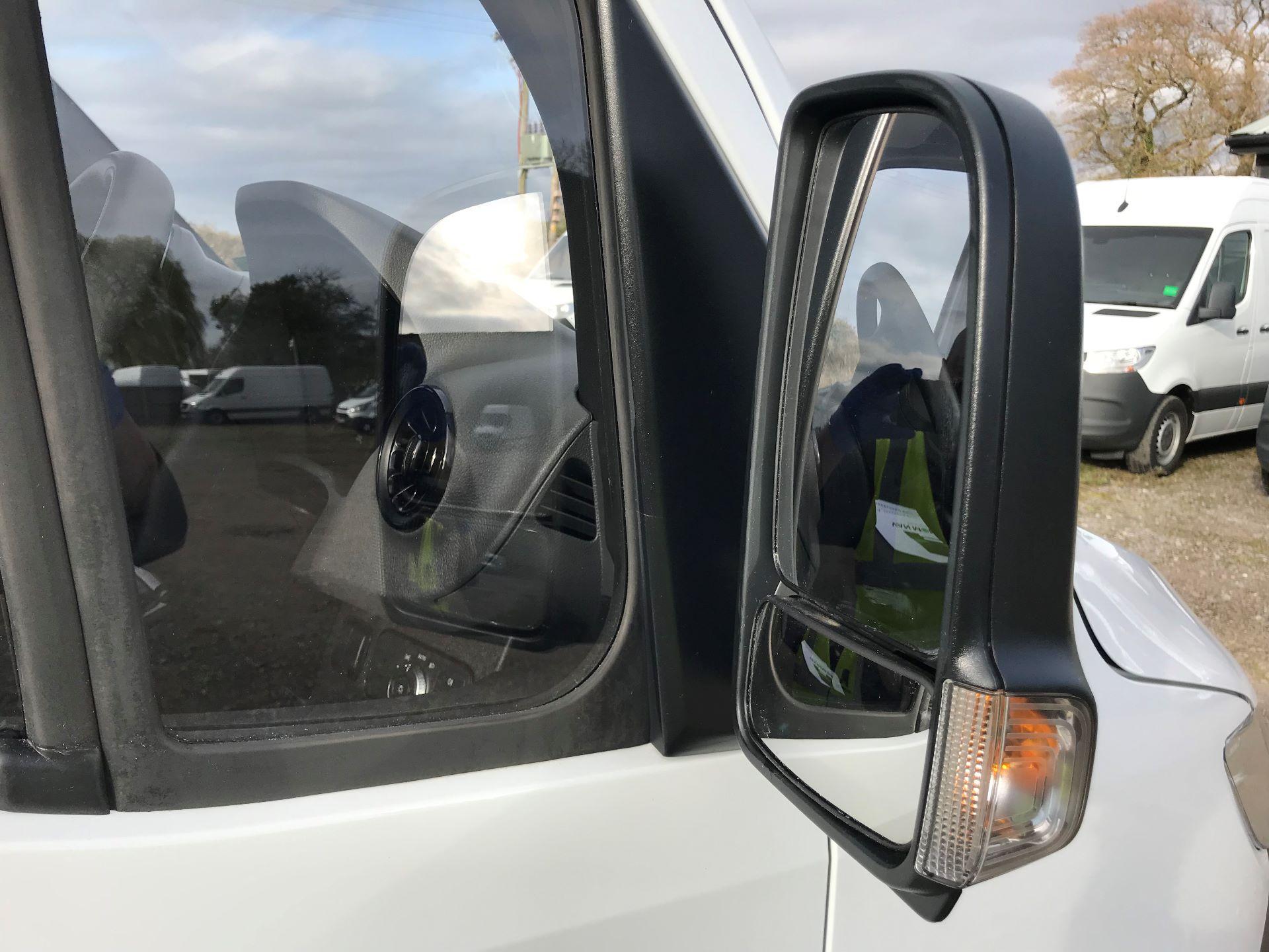 2019 Mercedes-Benz Sprinter 3.5T L2 H2 FWD Van (KO19AVV) Image 24