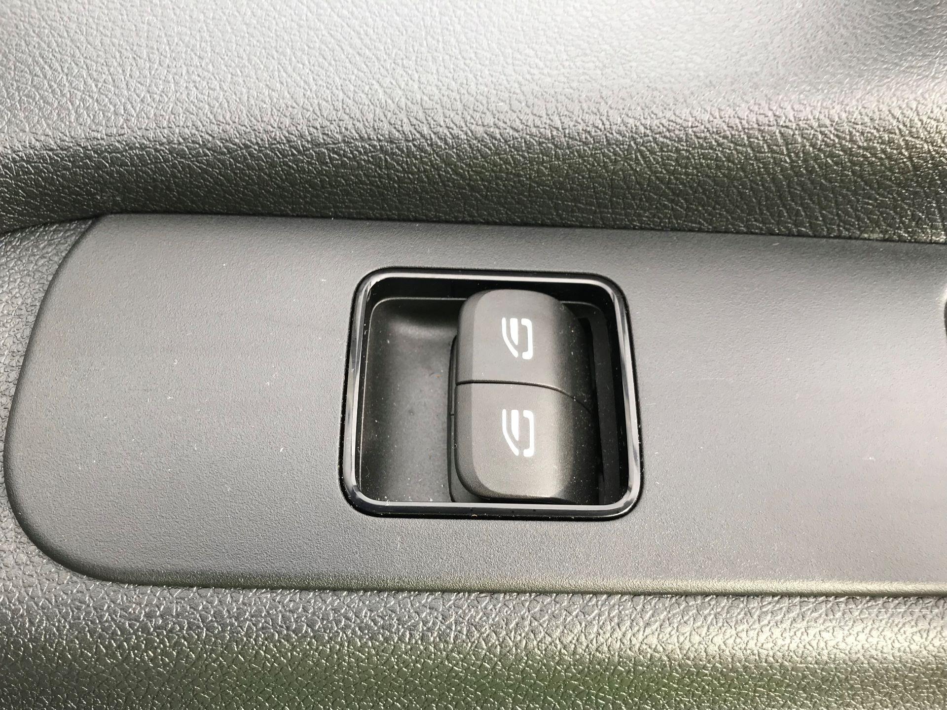 2019 Mercedes-Benz Sprinter 3.5T L2 H2 FWD Van (KO19AVV) Image 17