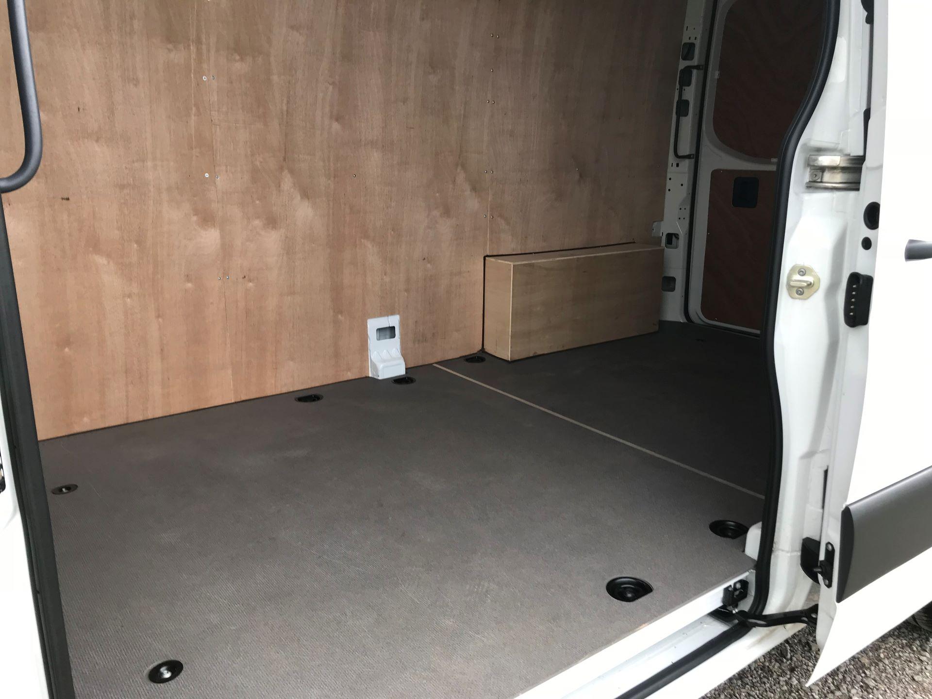 2019 Mercedes-Benz Sprinter 3.5T L2 H2 FWD Van (KO19AVV) Image 10