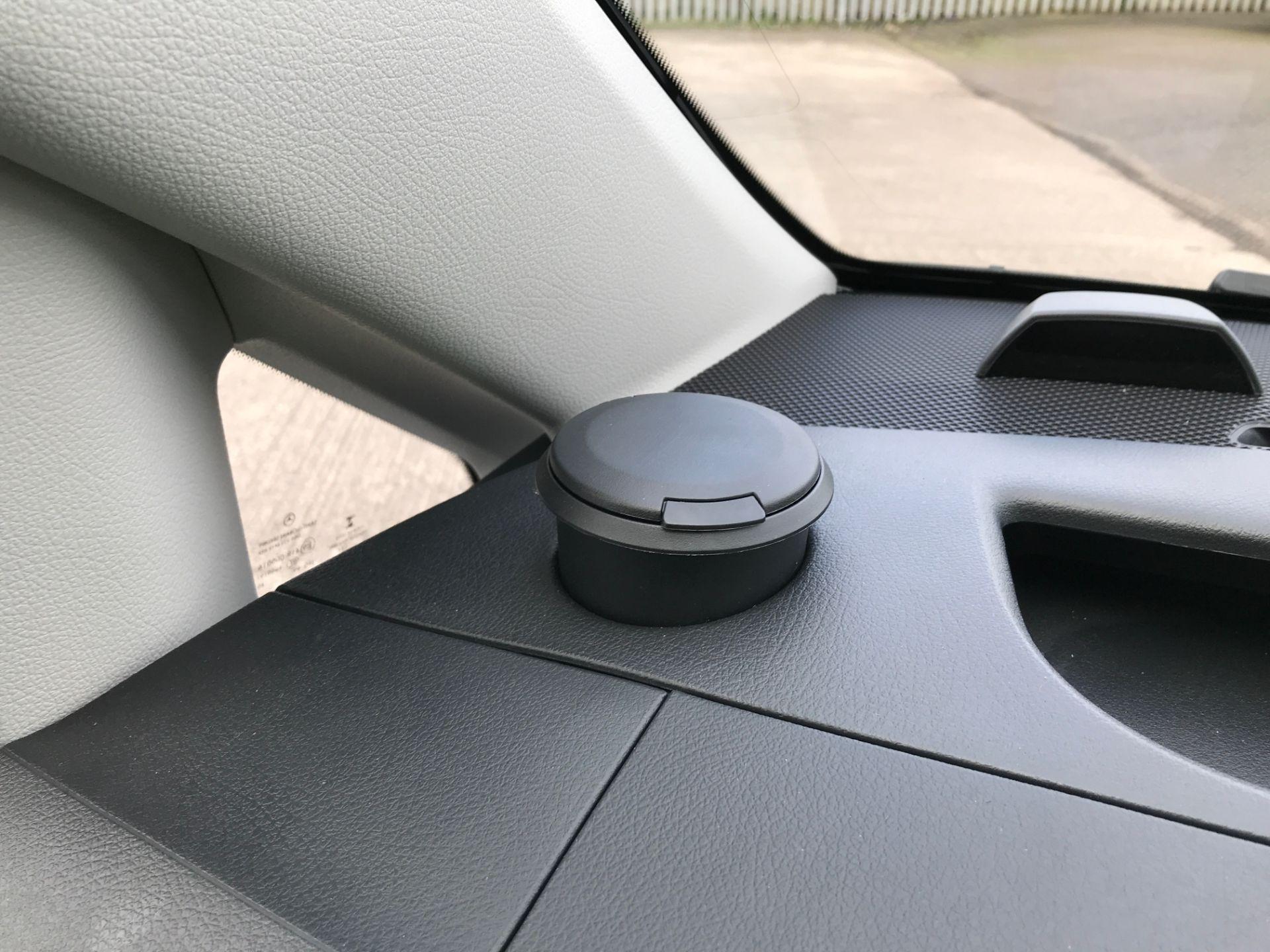 2019 Mercedes-Benz Vito 111CDI LWB 110PS EURO 6  (KO19AWC) Image 32