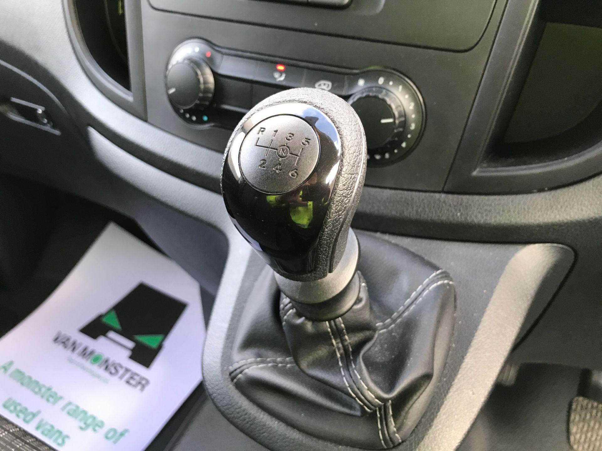 2019 Mercedes-Benz Vito 111CDI LWB 110PS EURO 6  (KO19AWC) Image 4