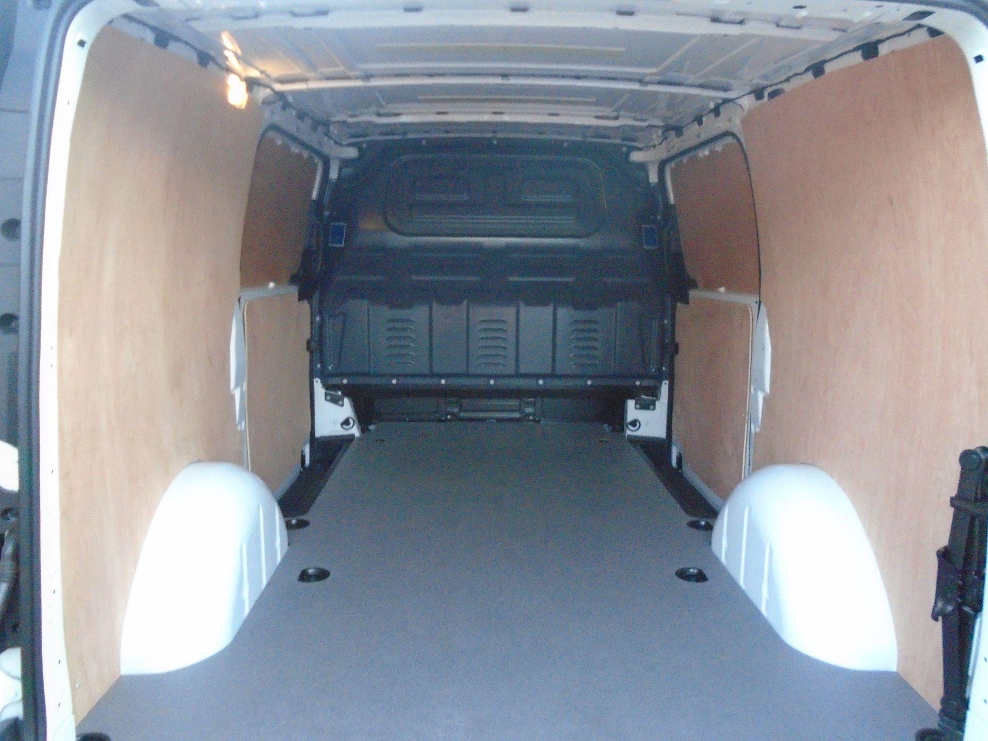 2019 Mercedes-Benz Vito 111Cdi Van (KO19AXZ) Image 13