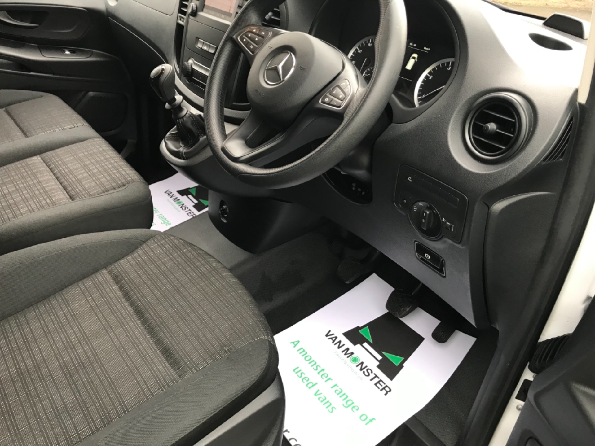 2019 Mercedes-Benz Vito LONG 111CDI VAN EURO 6  (KO19AYF) Image 11