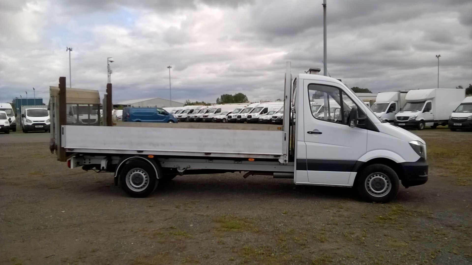 2016 Mercedes-Benz Sprinter 3.5T Chassis Cab  (VALUE RANGE VEHICLE CONDITION REFLECTED IN PRICE (KP16YZF) Image 3