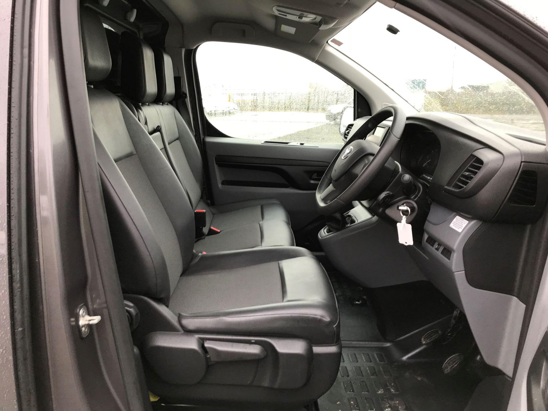 2018 Toyota Proace 1.6D 95 Comfort Van (KP18DXU) Image 11