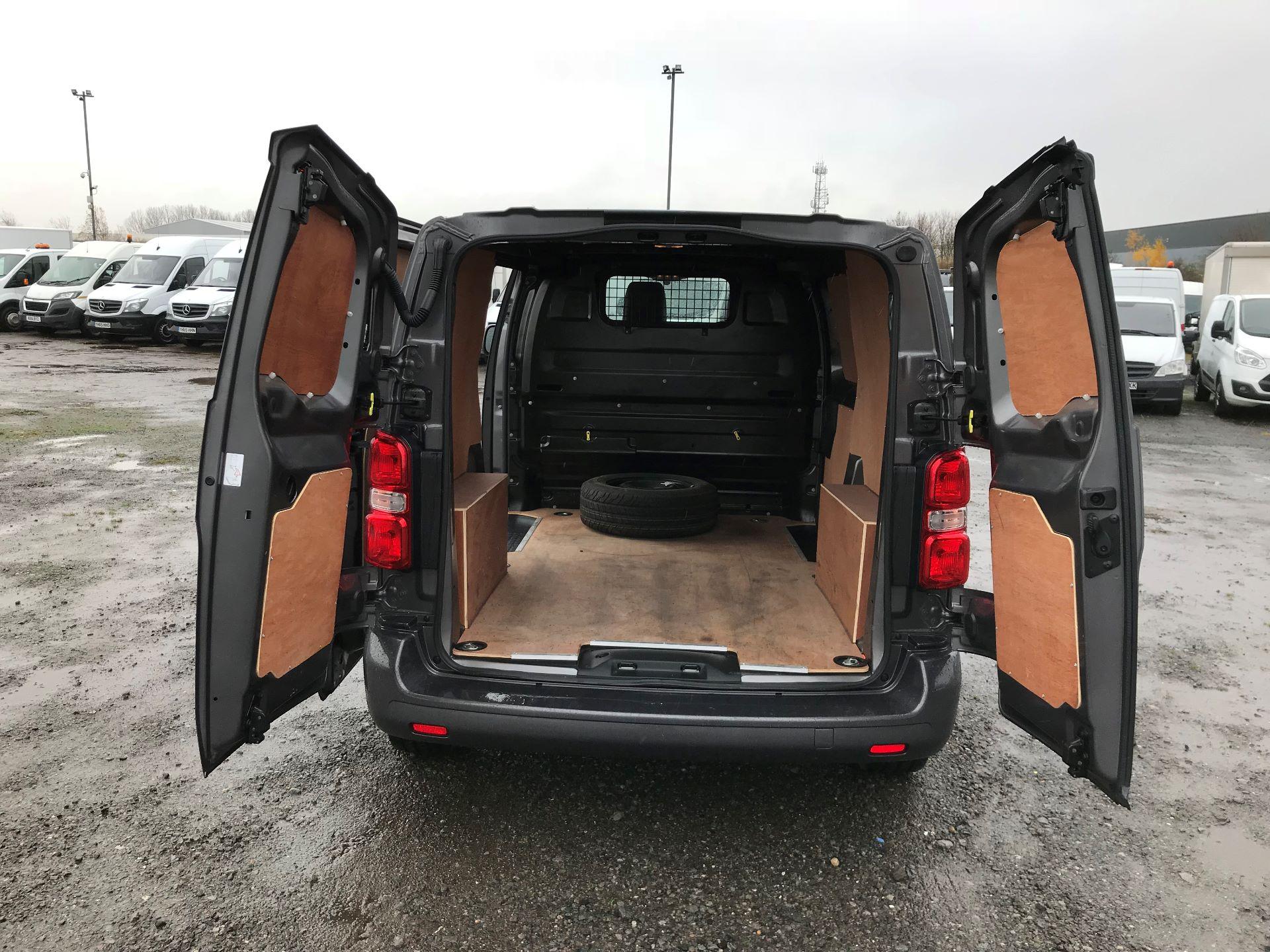 2018 Toyota Proace 1.6D 95 Comfort Van (KP18DXU) Image 15