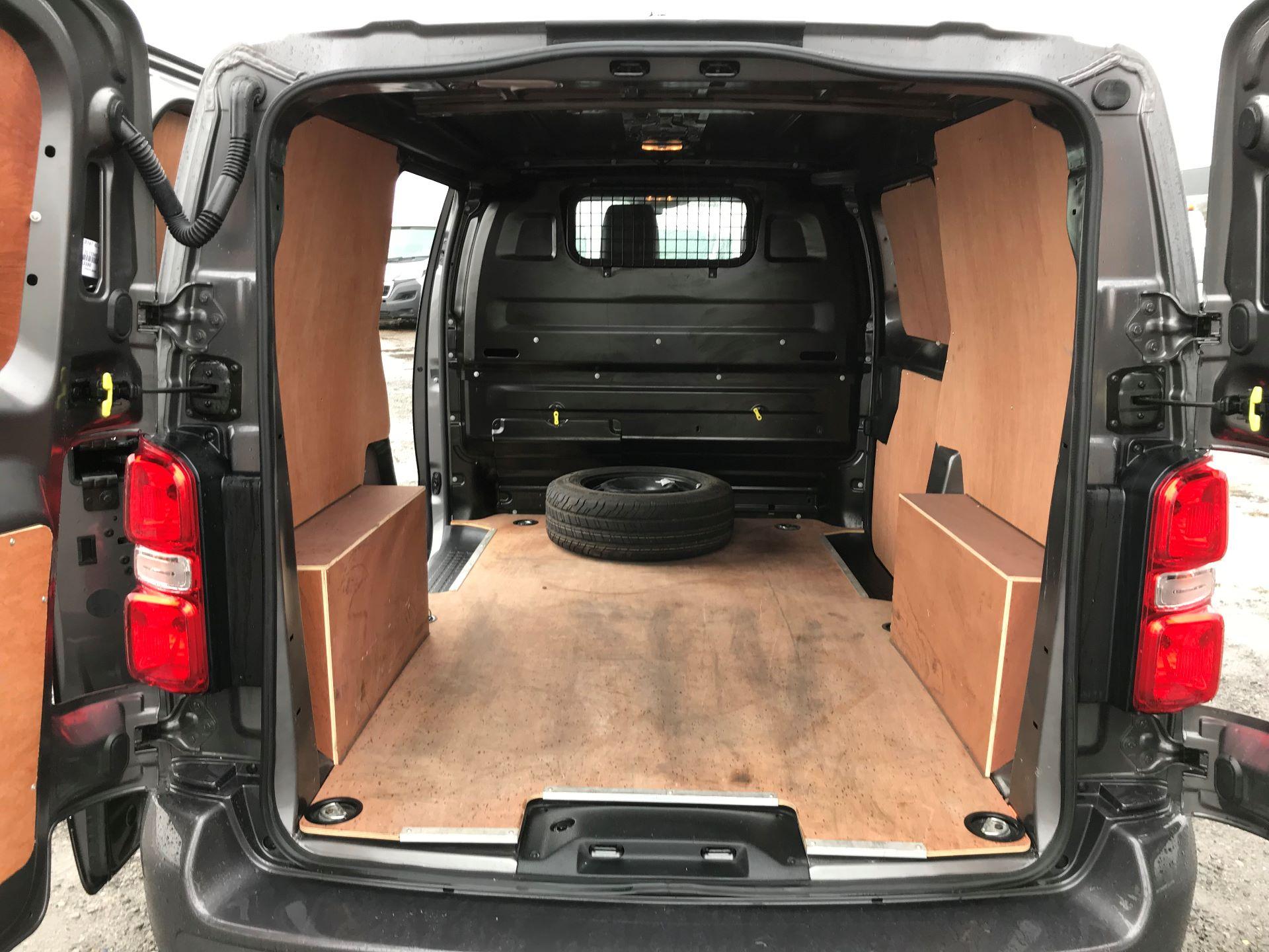 2018 Toyota Proace 1.6D 95 Comfort Van (KP18DXU) Image 16