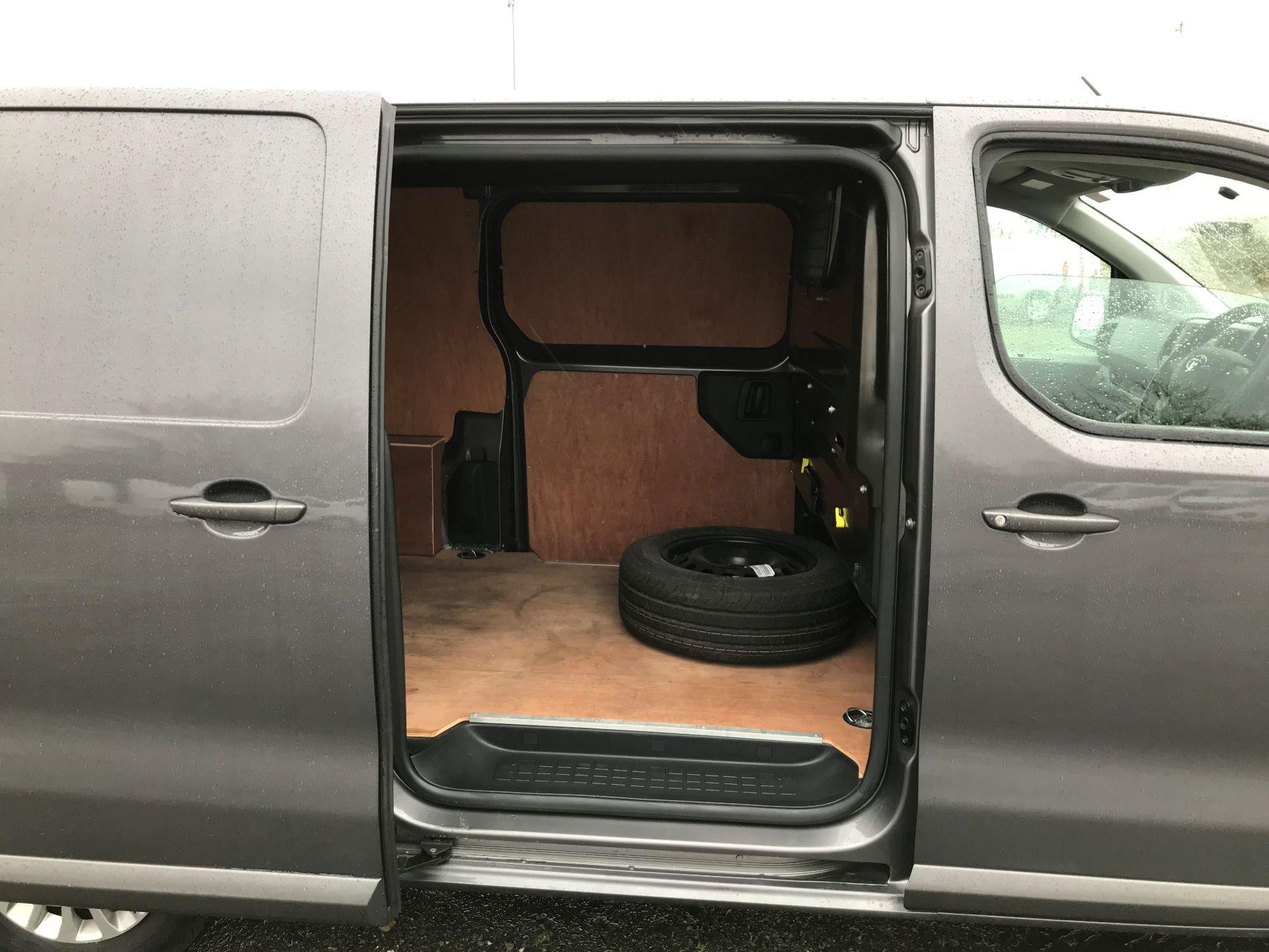 2018 Toyota Proace 1.6D 95 Comfort Van (KP18DXU) Image 18