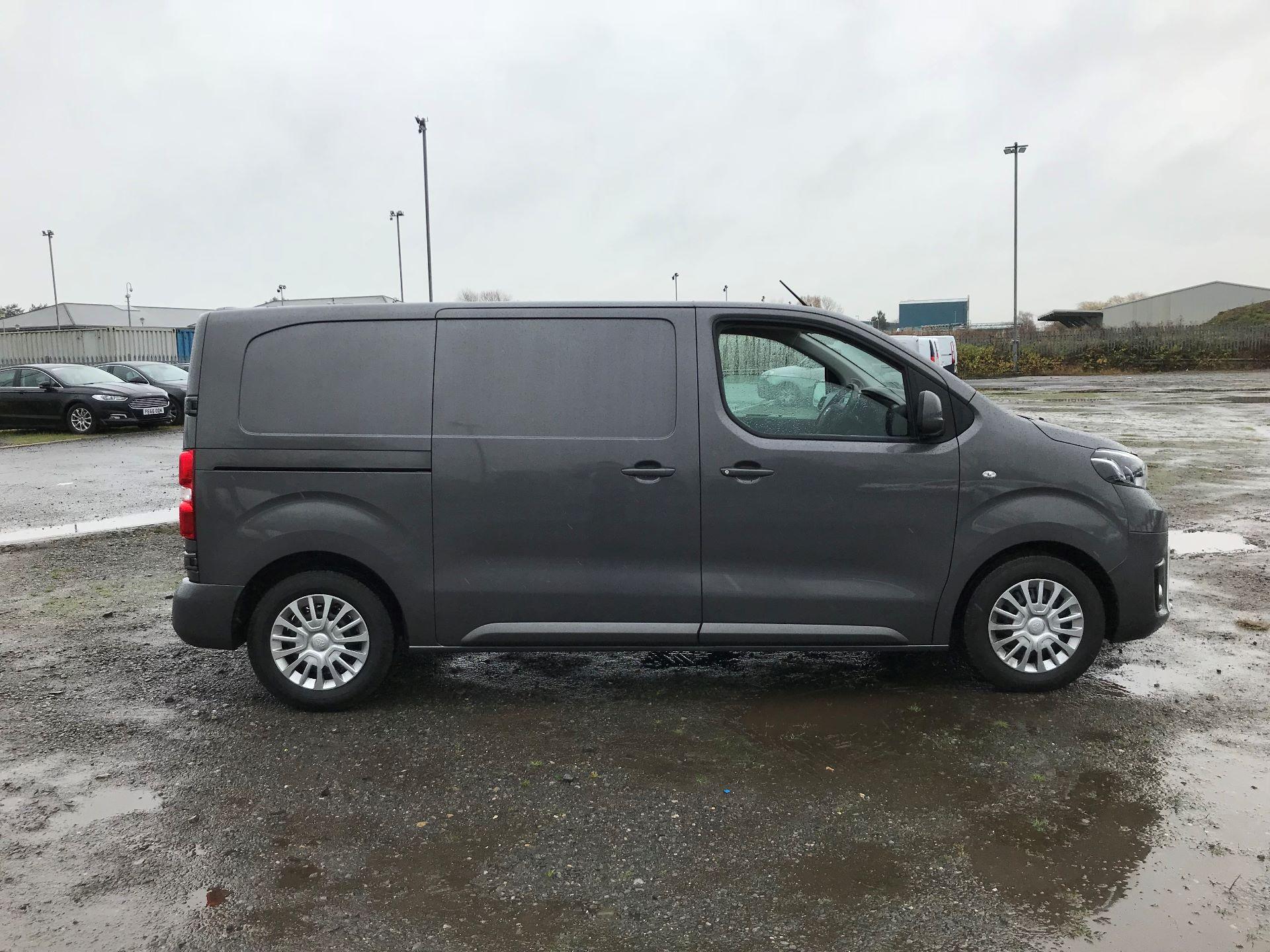 2018 Toyota Proace 1.6D 95 Comfort Van (KP18DXU) Image 8