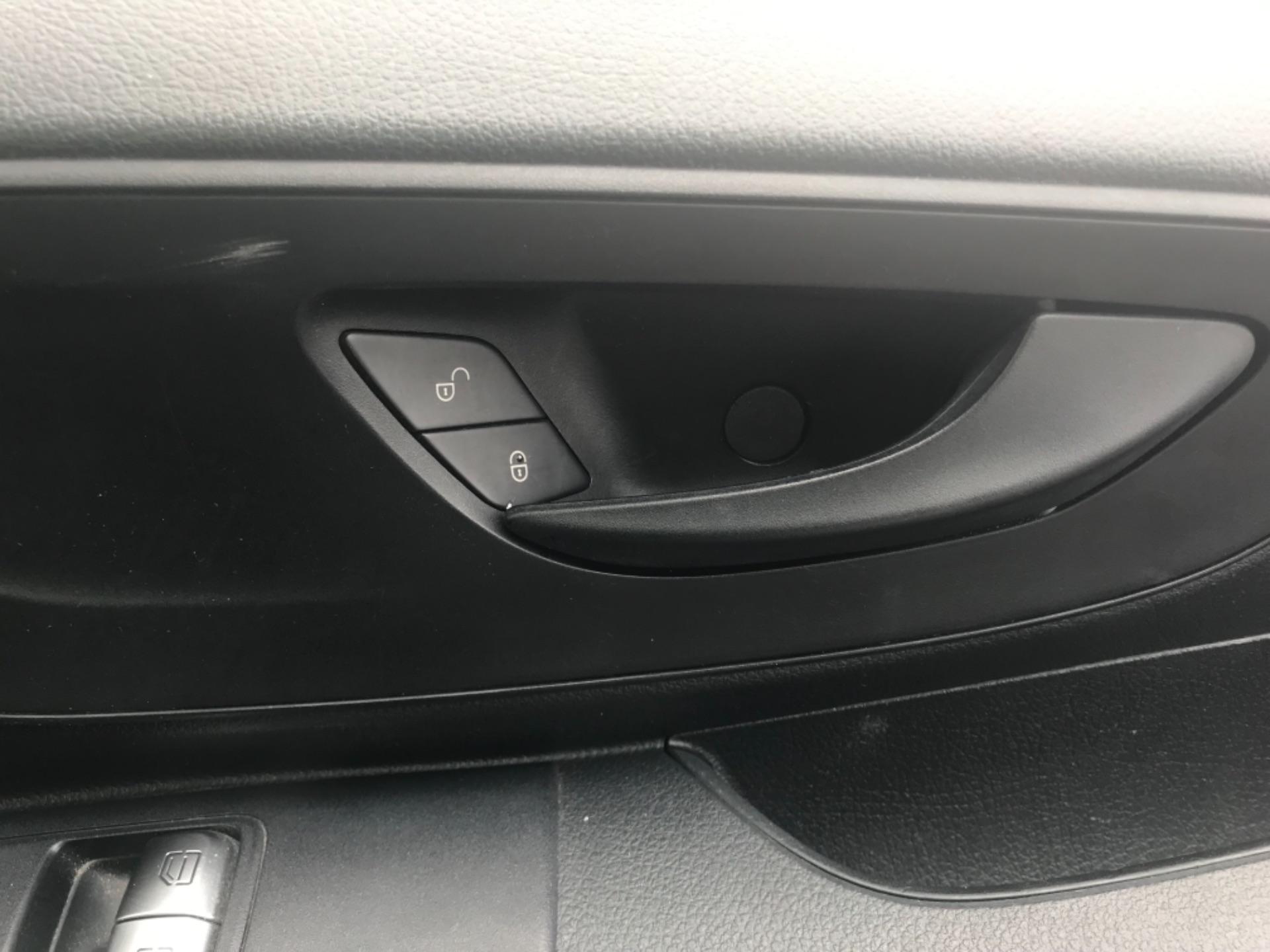 2017 Mercedes-Benz Vito LONG 111CDI VAN EURO 6  (KP67EJC) Image 26