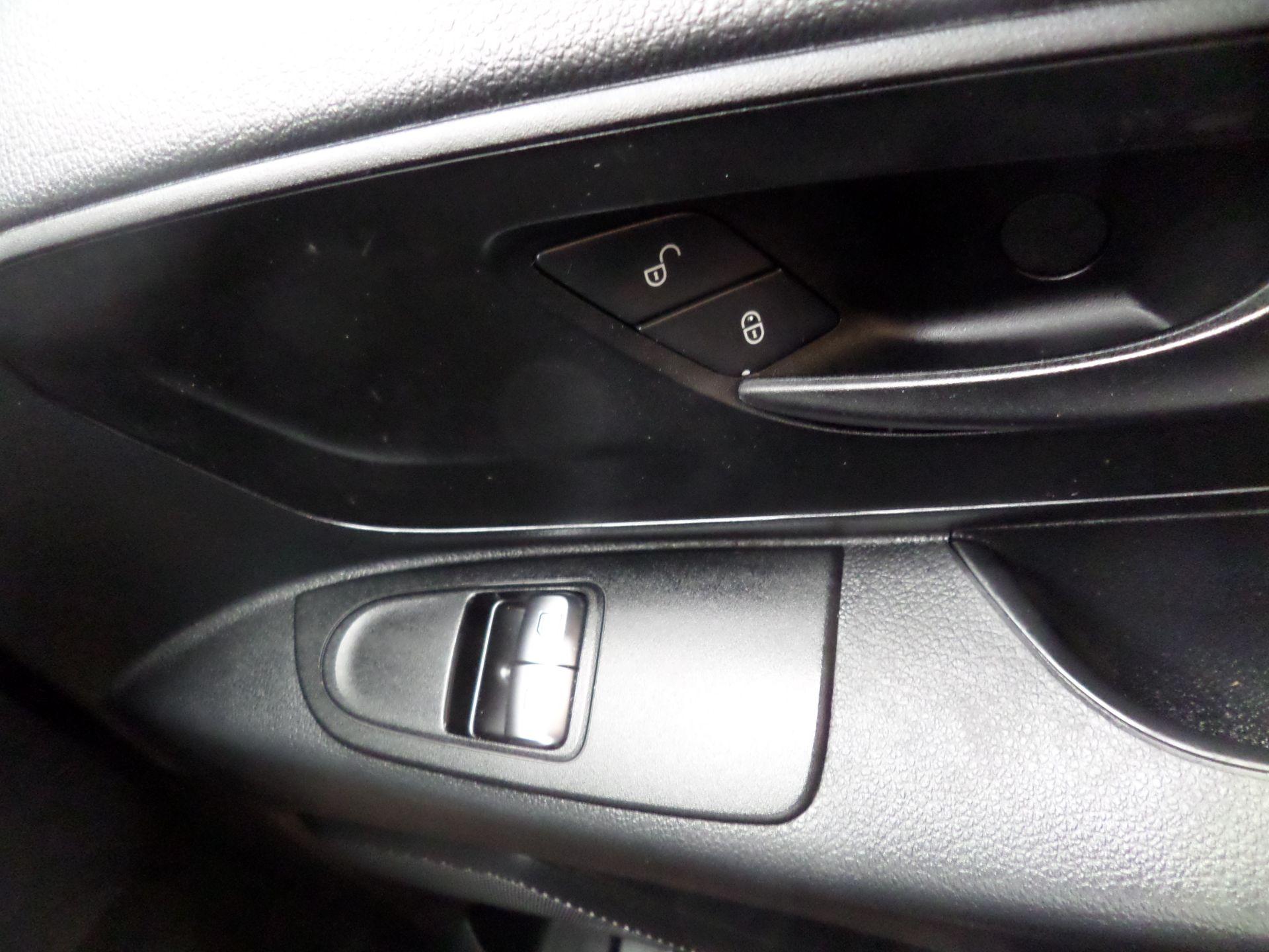 2017 Mercedes-Benz Vito 111Cdi Van LWB Euro 6 (KP67EUN) Image 16