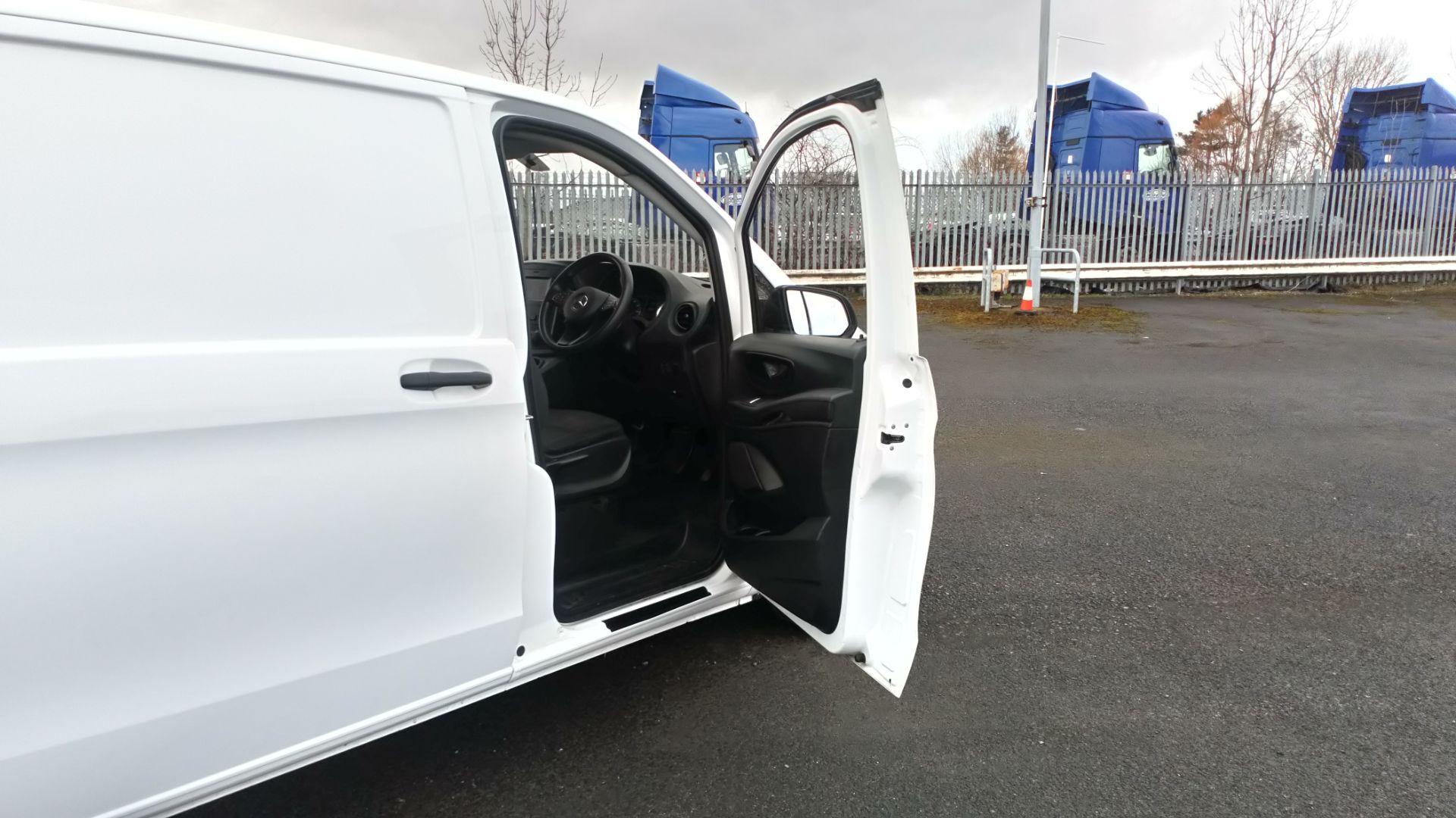 2017 Mercedes-Benz Vito 111Cdi Van (KP67MKZ) Image 14