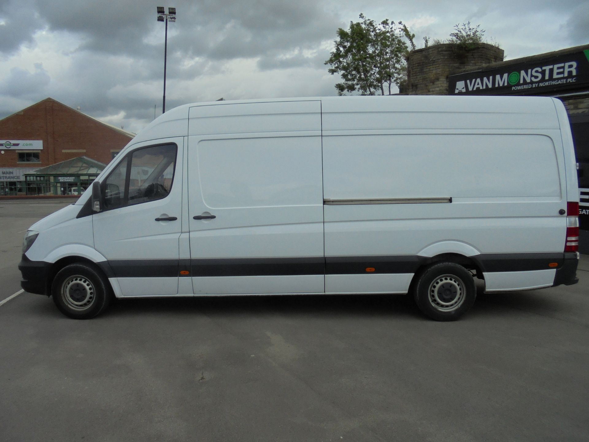 2017 Mercedes-Benz Sprinter 314 CDI 3.5T High Roof Van (KR17TJX) Image 4