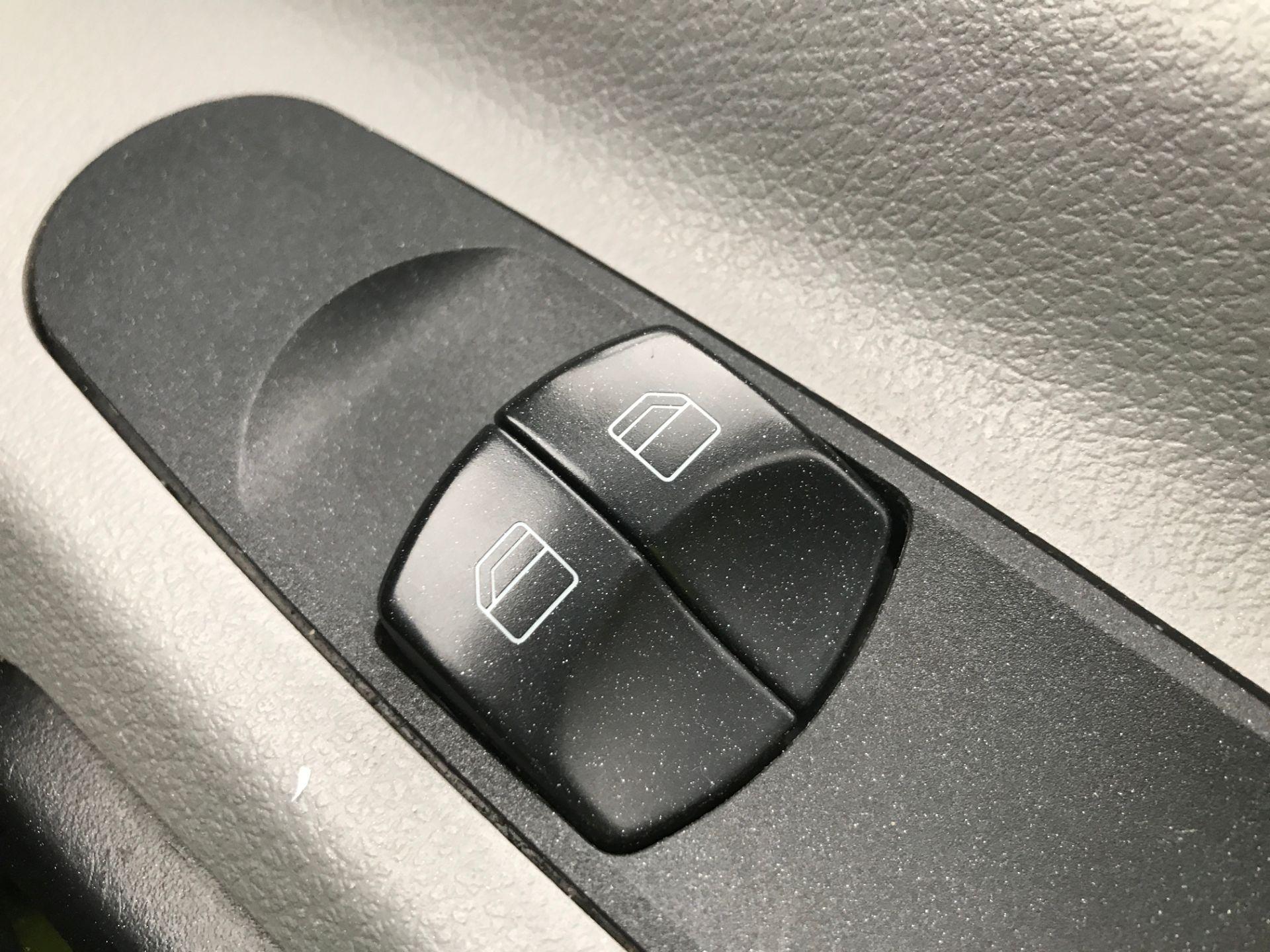2017 Mercedes-Benz Sprinter 314CDI MWB HIGH ROOF 140PS EURO 6 (KR17TVZ) Image 23
