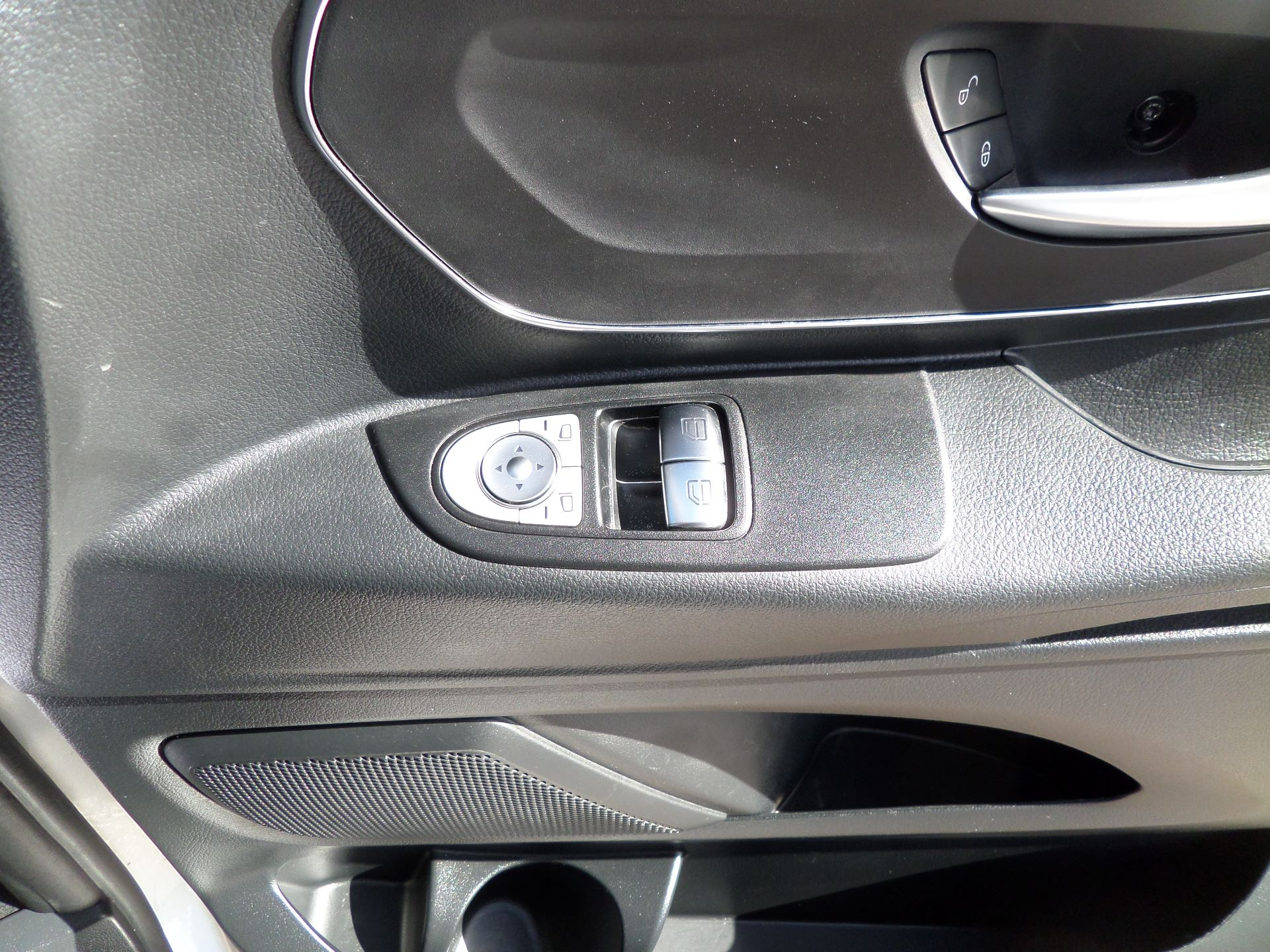 2019 Mercedes-Benz Vito 119 Bluetec Select 9-Seater 7G-Tronic Euro 6 (KR19XWW) Image 21