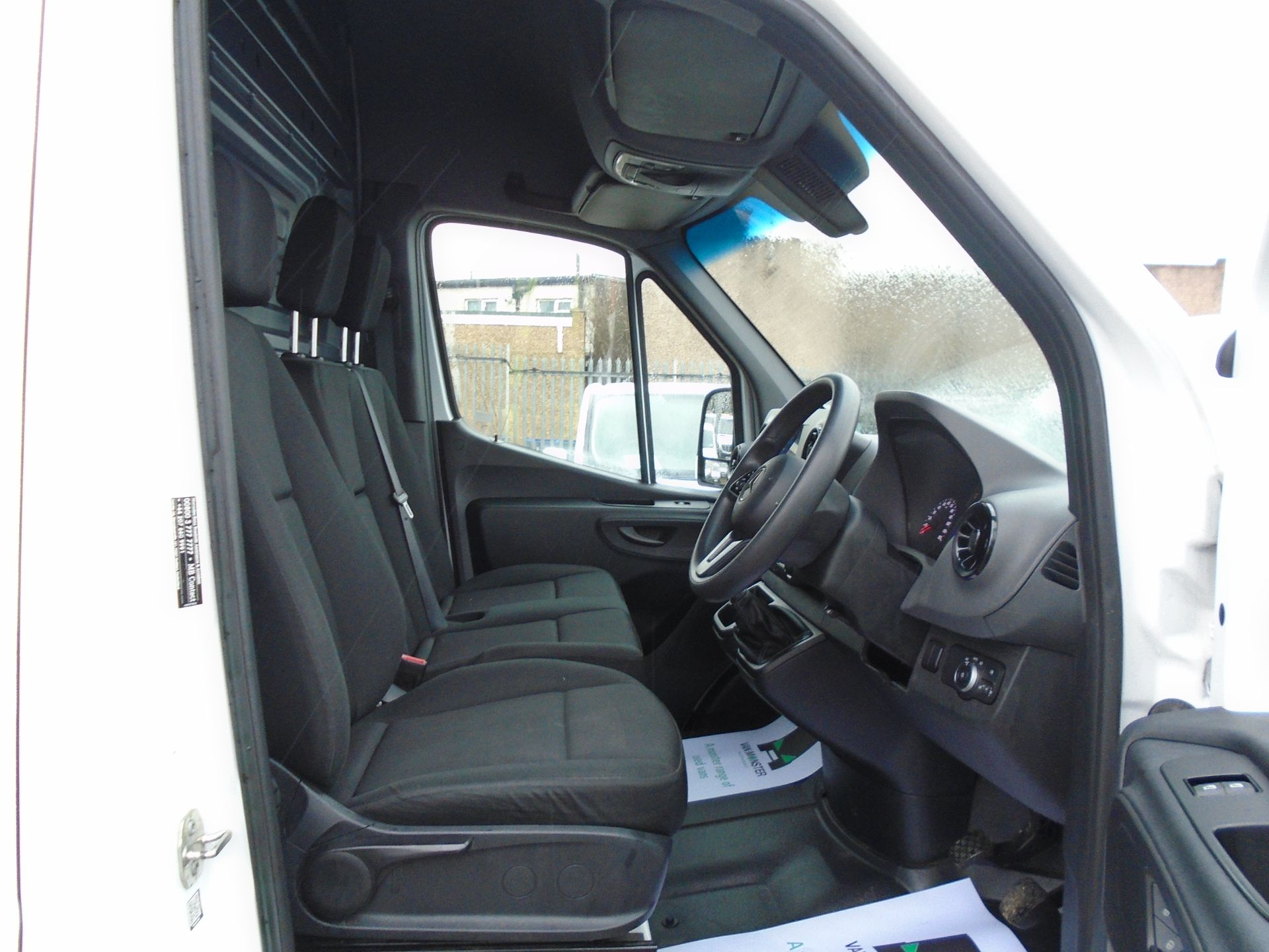 2019 Mercedes-Benz Sprinter 3.5T H2 Van *EURO 6* MWB (KR69AVY) Image 17