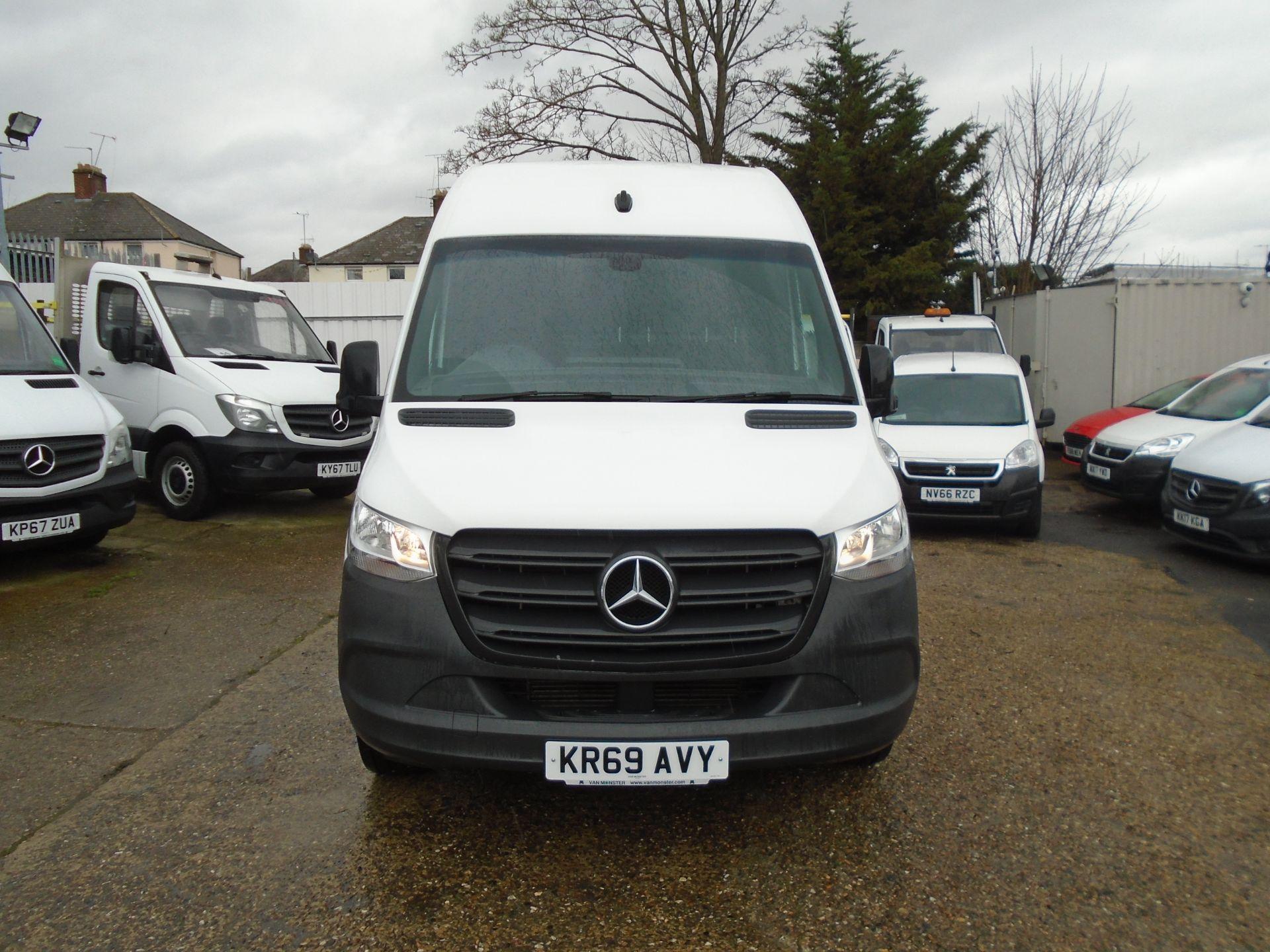 2019 Mercedes-Benz Sprinter 3.5T H2 Van *EURO 6* MWB (KR69AVY) Image 2