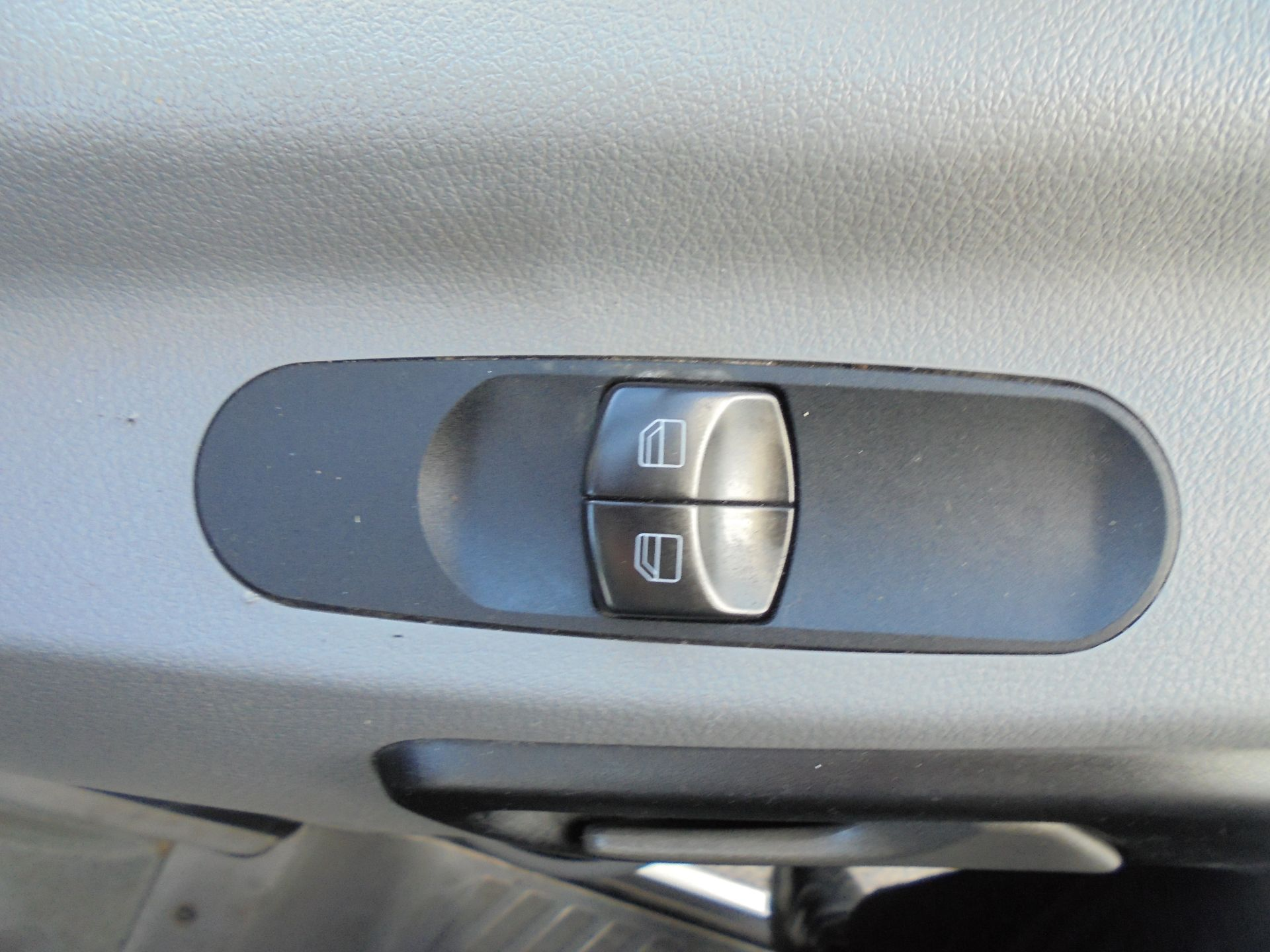 2016 Mercedes-Benz Sprinter 3.5T Crew Cab 313 7 Seater Dropside (KS16VWP) Image 16