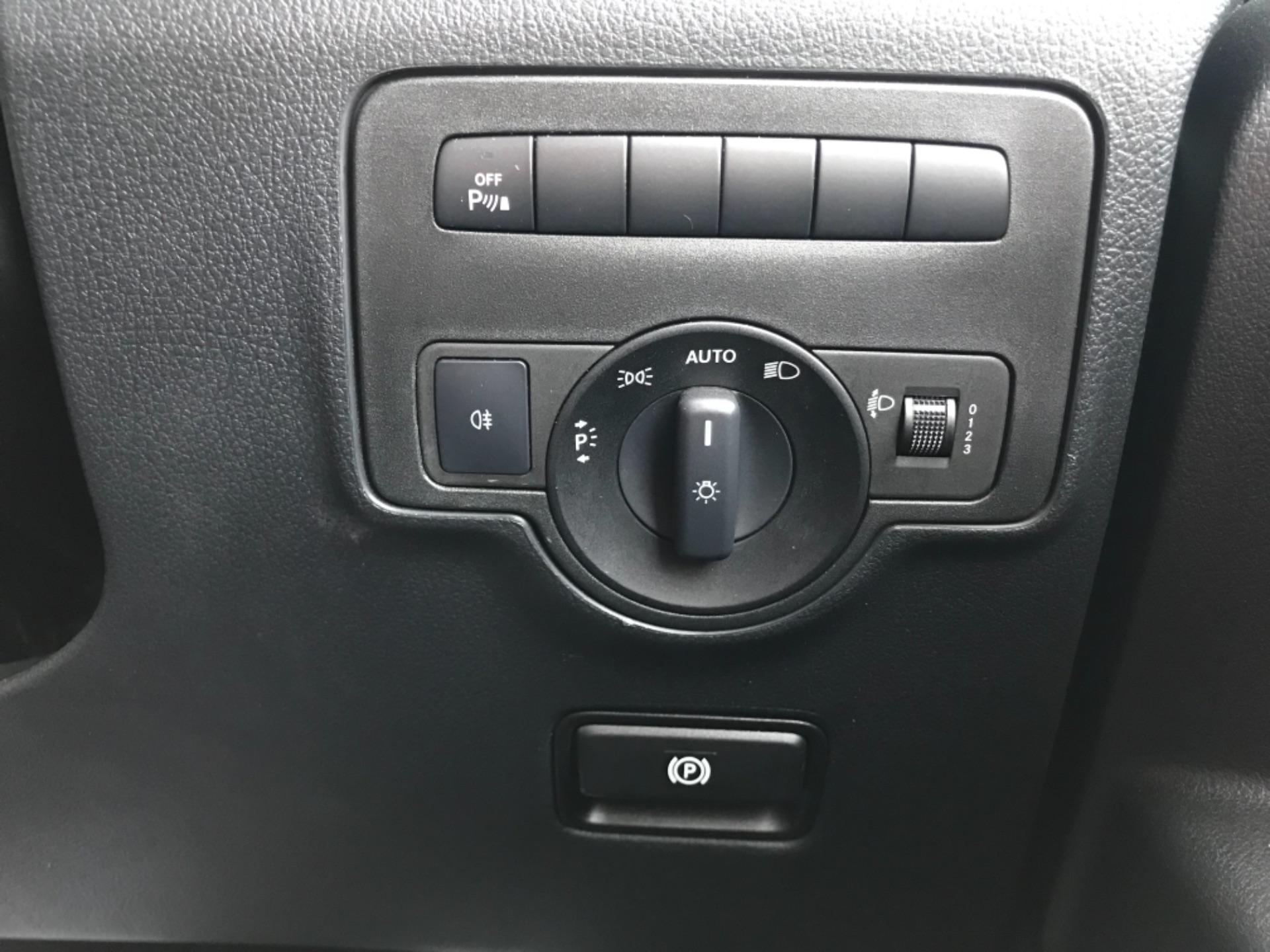 2018 Mercedes-Benz Vito 119 Bluetec Tourer Select 8 Seater (KS18GVZ) Image 16