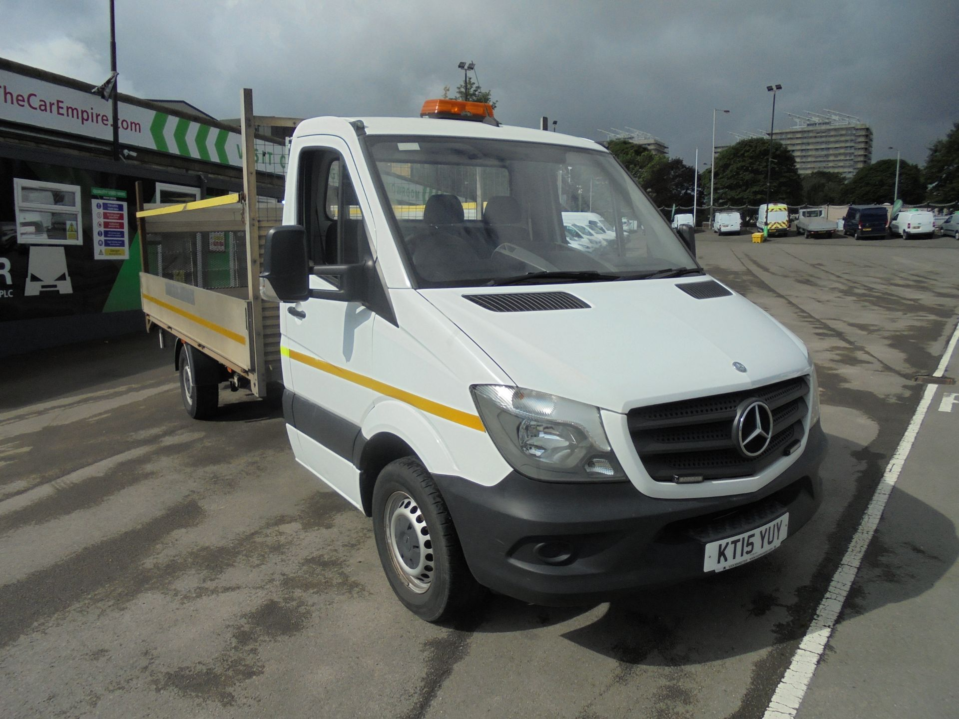 2015 Mercedes-Benz Sprinter Dropside with Tail lift. (KT15YUY)