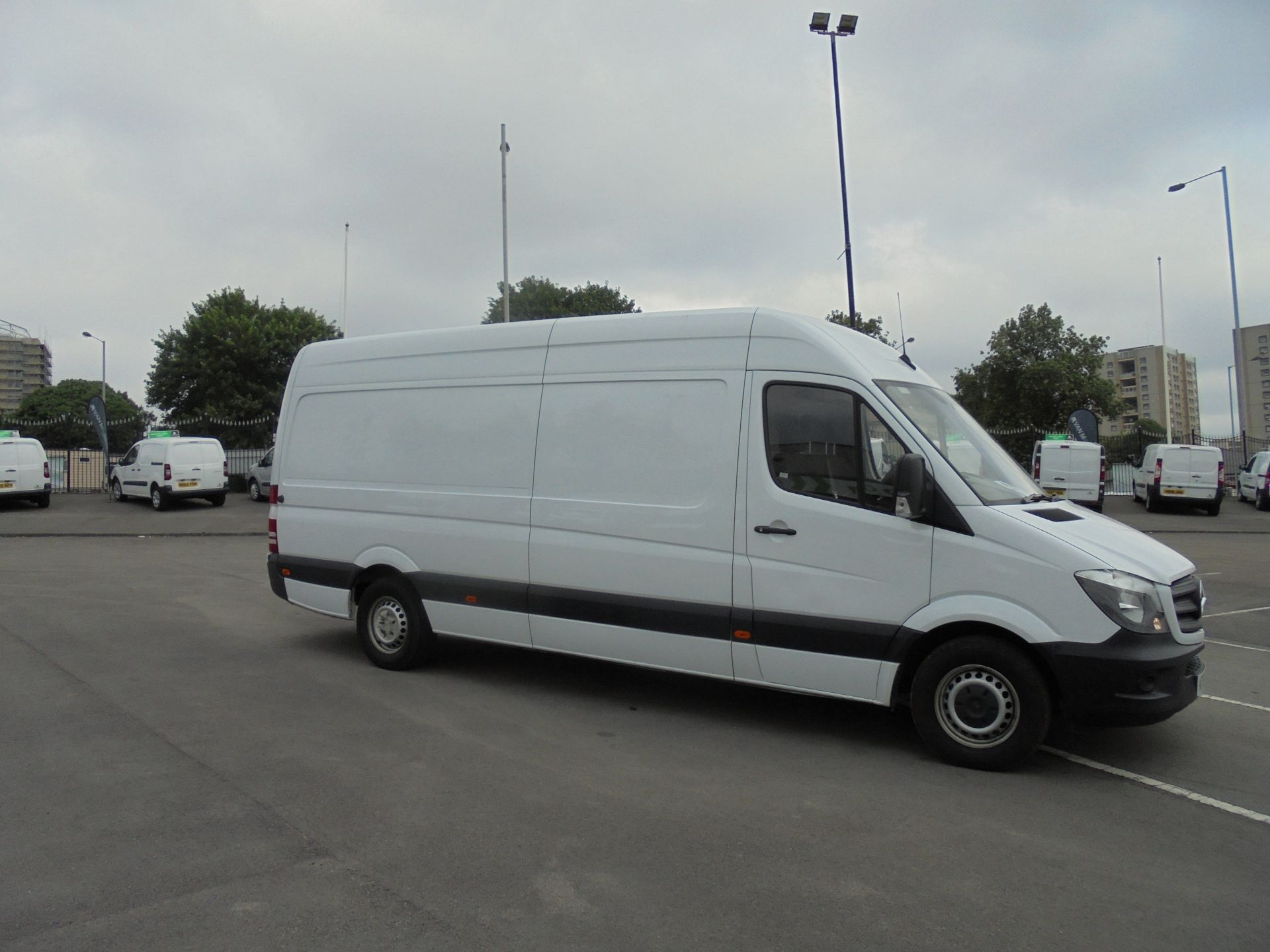 2018 Mercedes-Benz Sprinter 3.5T High Roof Van (KT67XRG) Image 4