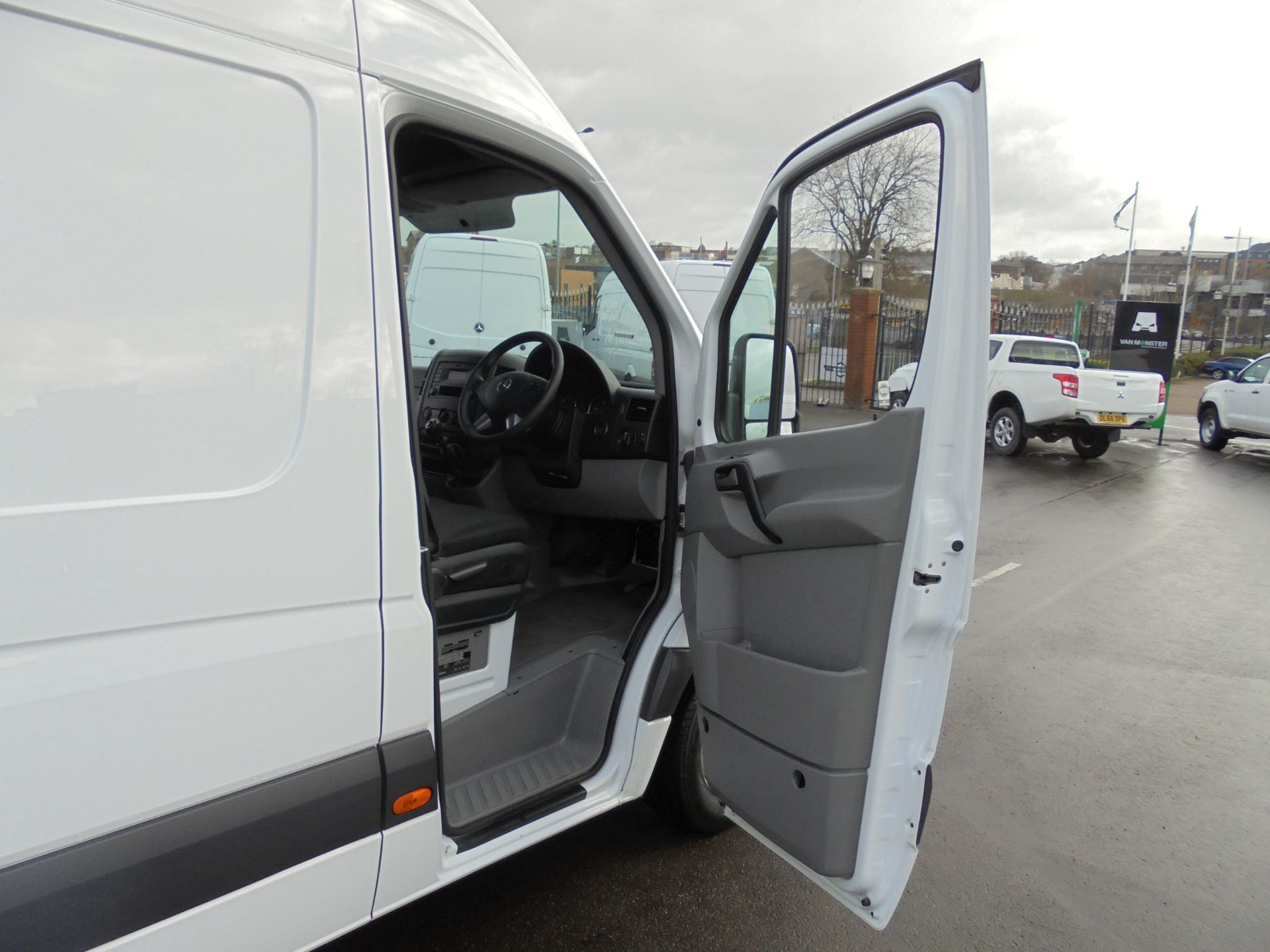 2017 Mercedes-Benz Sprinter 314 CDI 3.5T High Roof Van (KV17GCX) Image 9