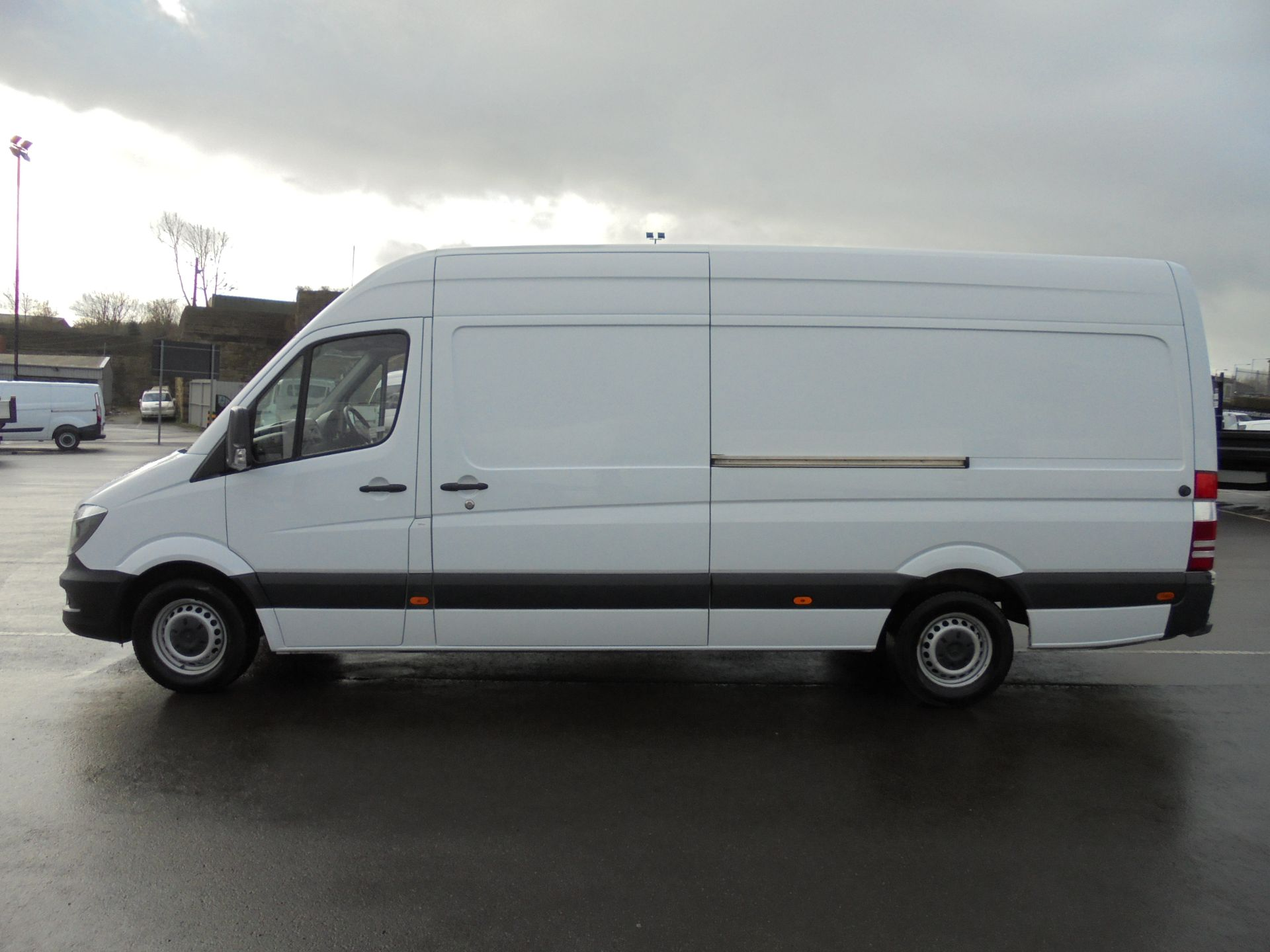 2017 Mercedes-Benz Sprinter 314 CDI 3.5T High Roof Van (KV17GCX) Image 4