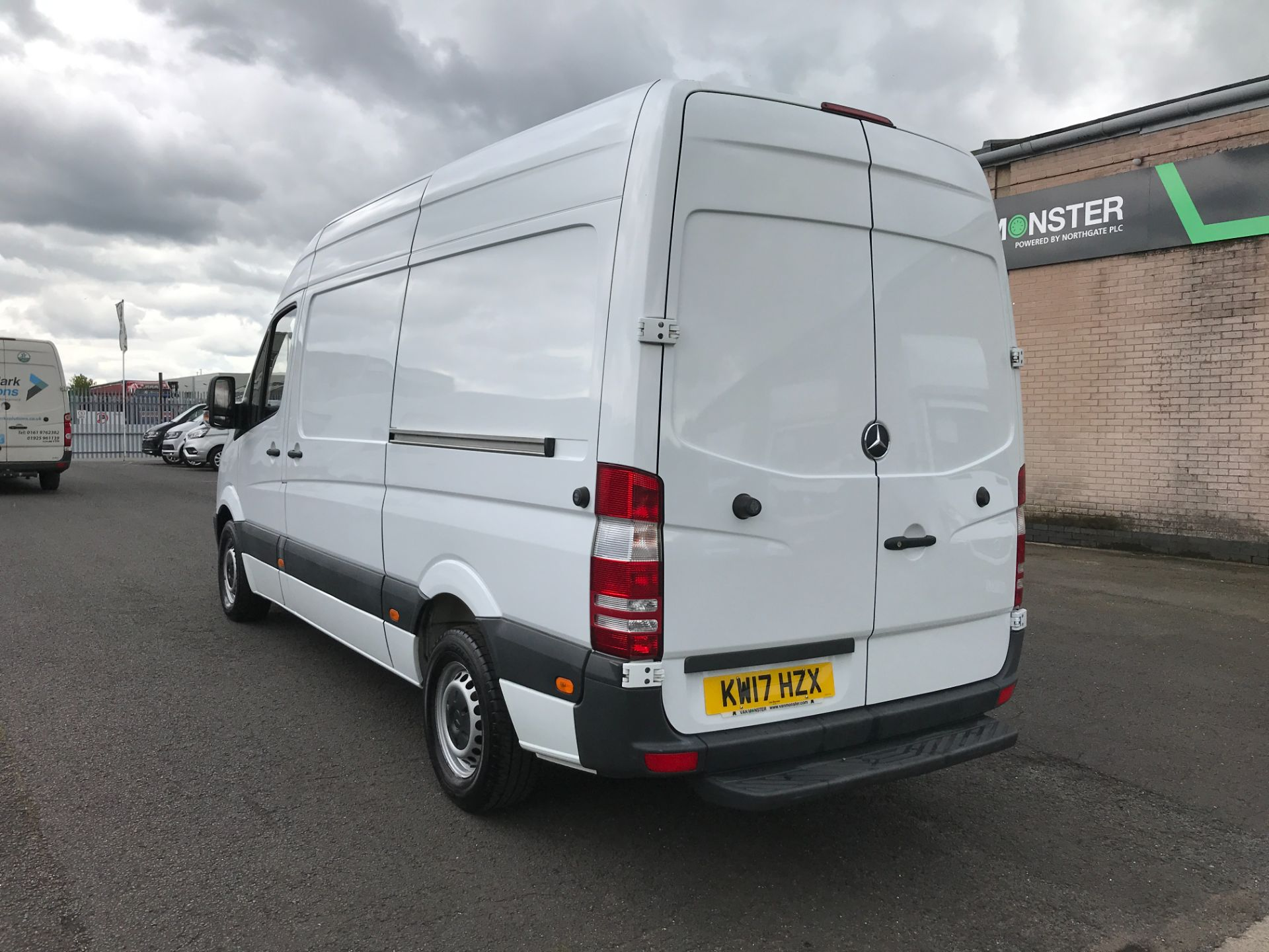 2017 Mercedes-Benz Sprinter 314CDI MWB HIGH ROOF 140PS EURO 6 (KW17HZX) Image 4