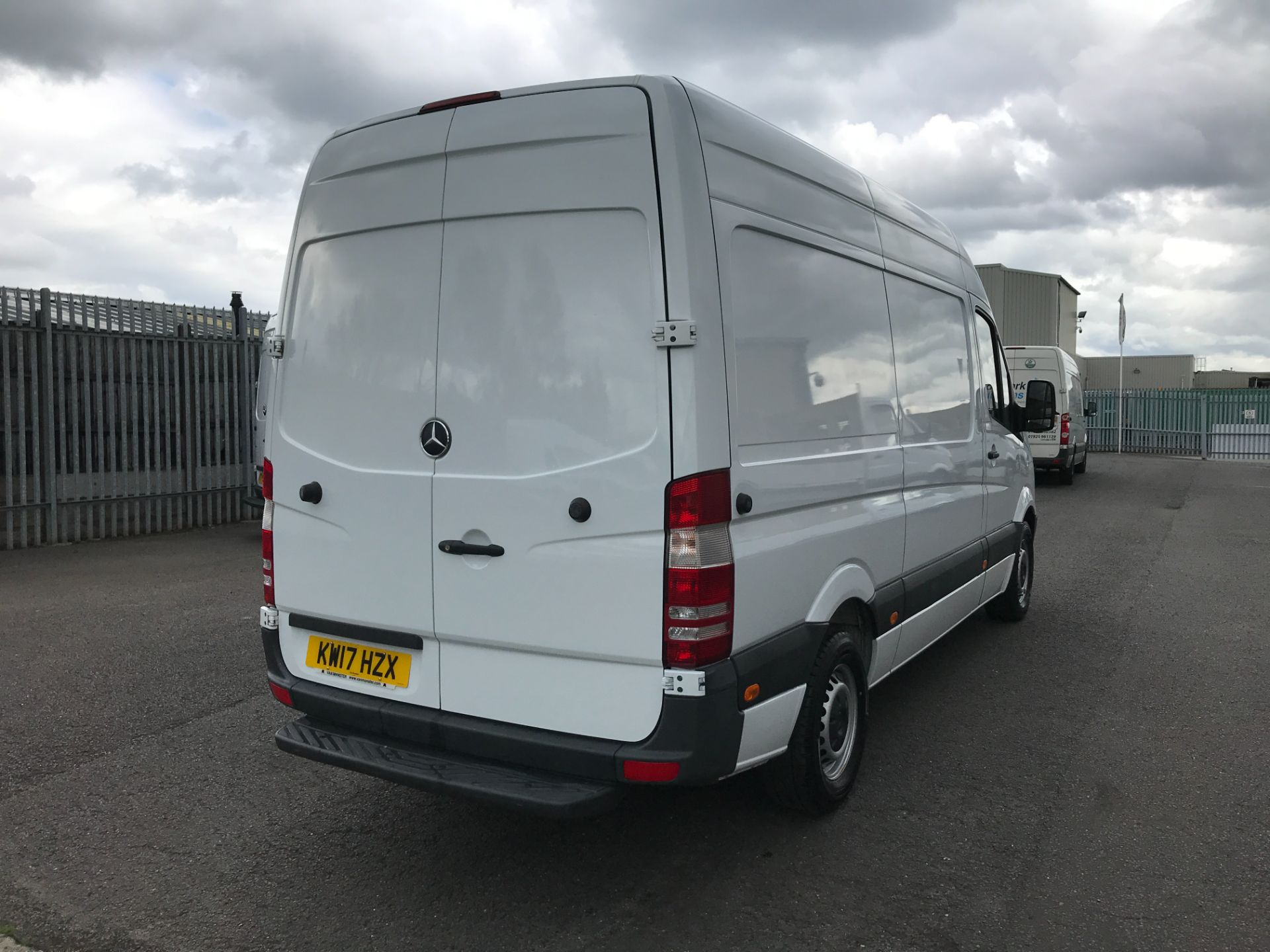 2017 Mercedes-Benz Sprinter 314CDI MWB HIGH ROOF 140PS EURO 6 (KW17HZX) Image 3
