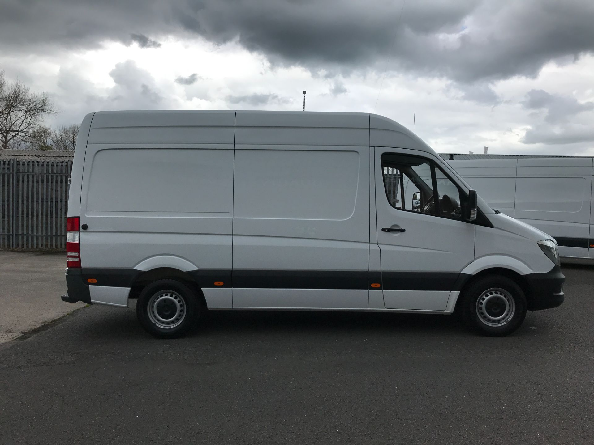 2017 Mercedes-Benz Sprinter 314CDI MWB HIGH ROOF 140PS EURO 6 (KW17HZX) Image 5