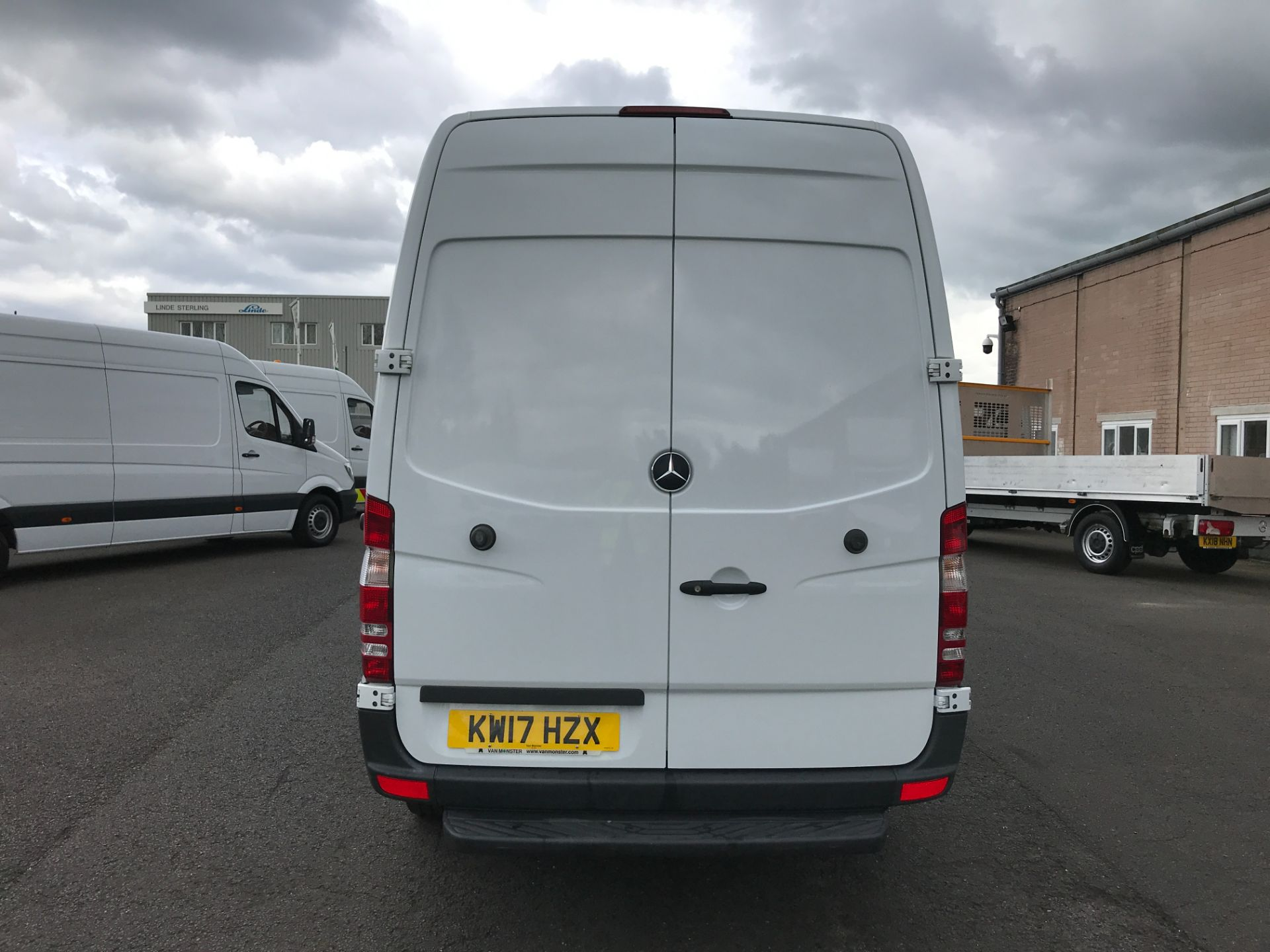 2017 Mercedes-Benz Sprinter 314CDI MWB HIGH ROOF 140PS EURO 6 (KW17HZX) Image 17