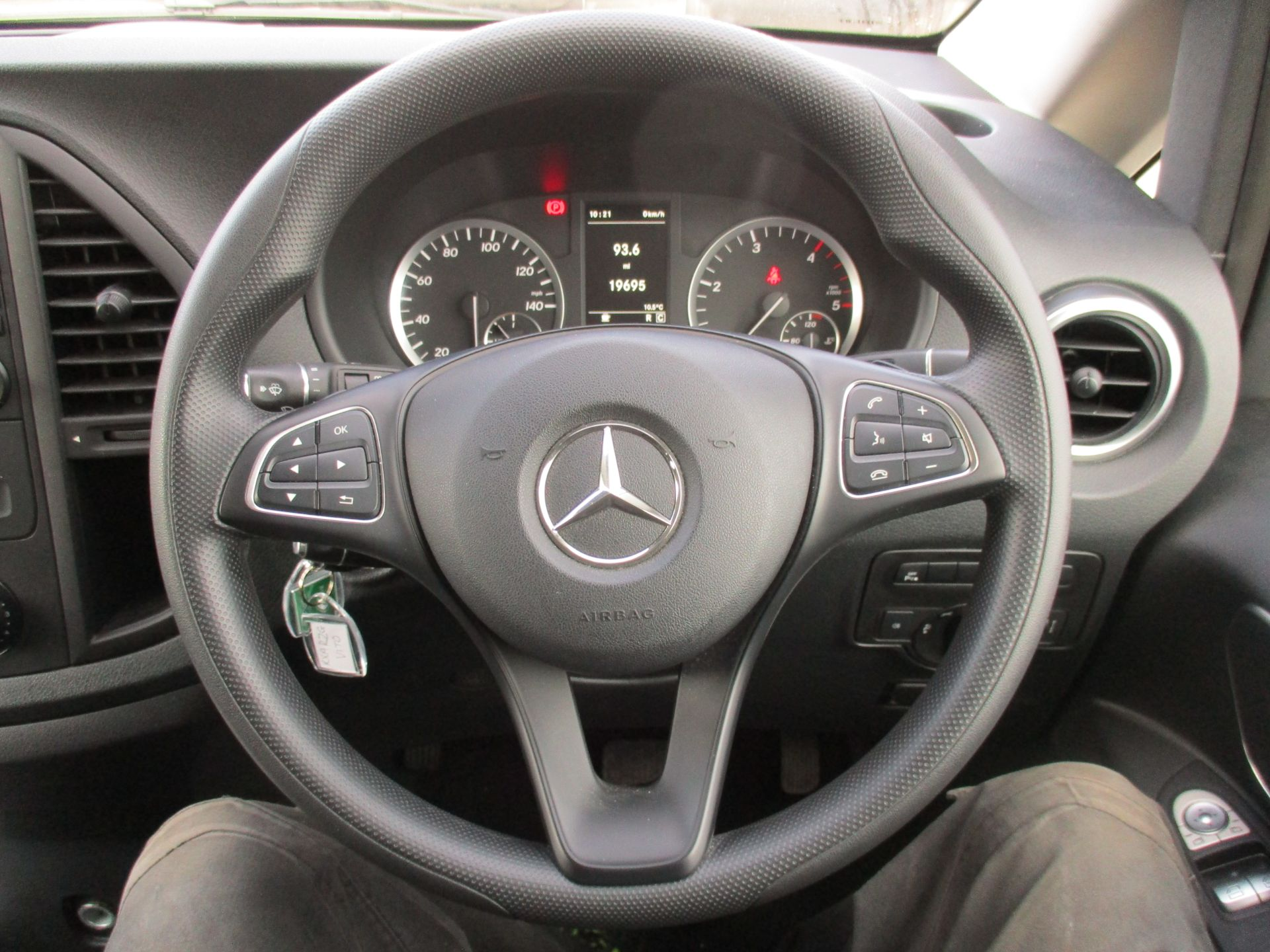 2019 Mercedes-Benz Vito 119 Bluetec Tourer Select 7-Gtronic 9 Seats Euro 6 (KX19RZG) Image 18