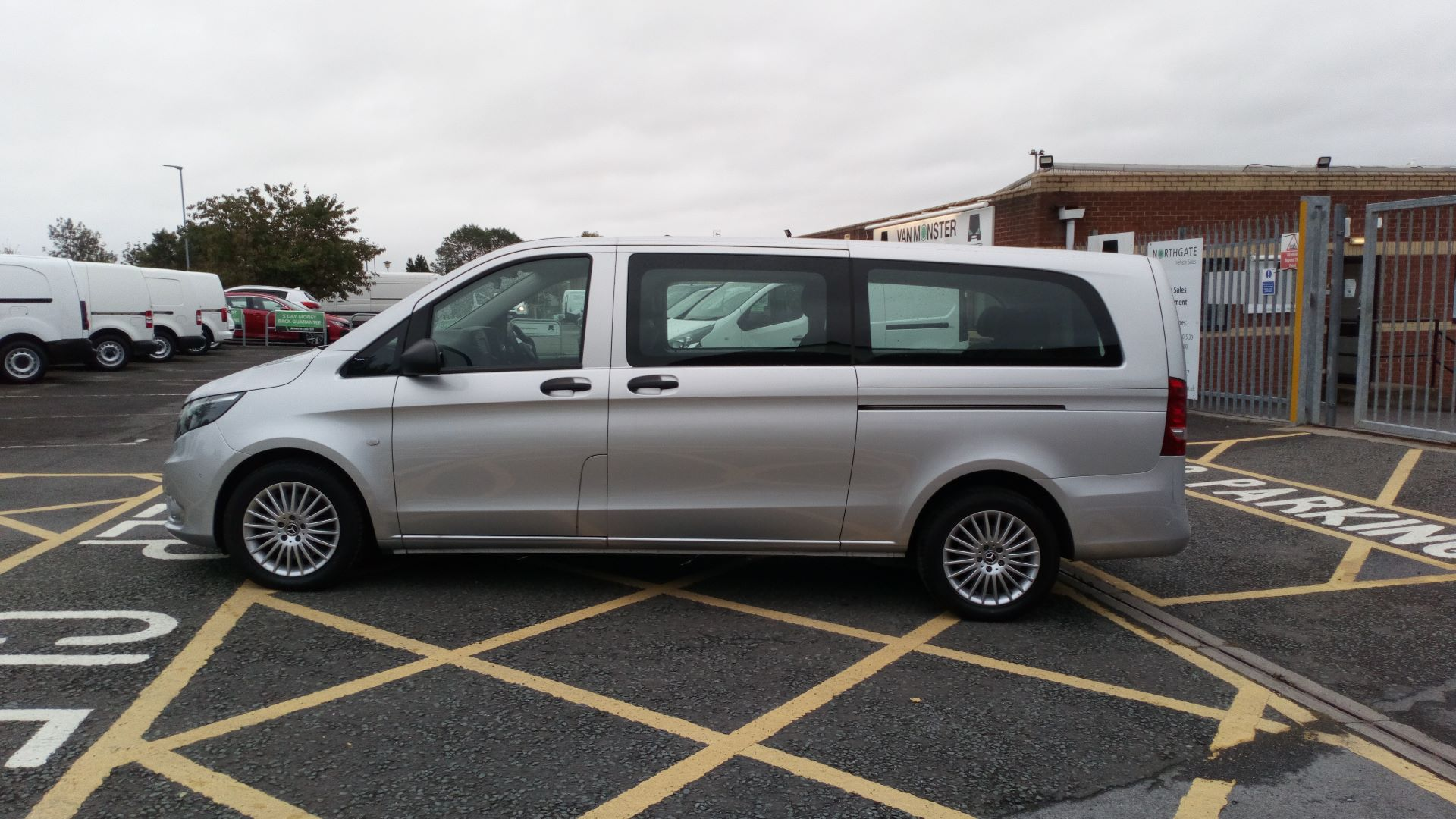 2019 Mercedes-Benz Vito 119 Bluetec Select 8-Seater 7G-Tronic (KX19TXN) Thumbnail 4
